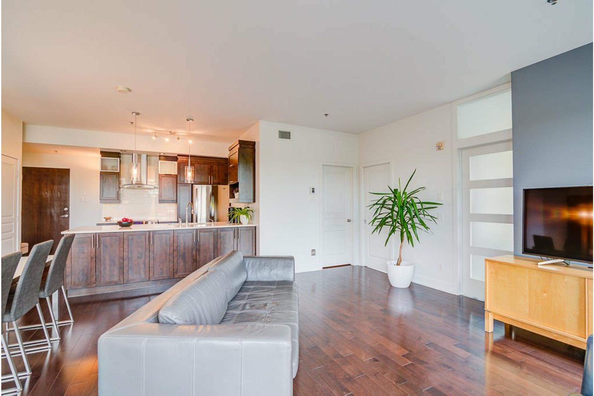 image 1 - Appartement À vendre Villeray/Saint-Michel/Parc-Extension Montréal  - 6 pièces