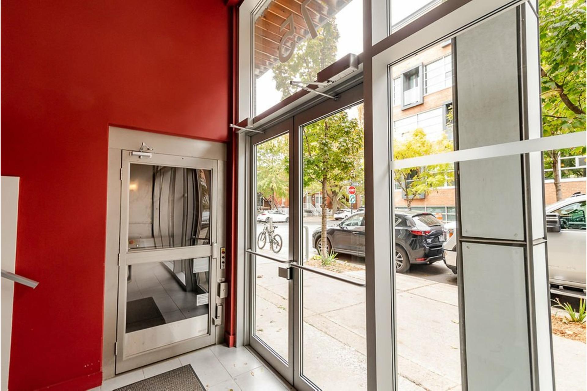 image 36 - Appartement À vendre Villeray/Saint-Michel/Parc-Extension Montréal  - 6 pièces