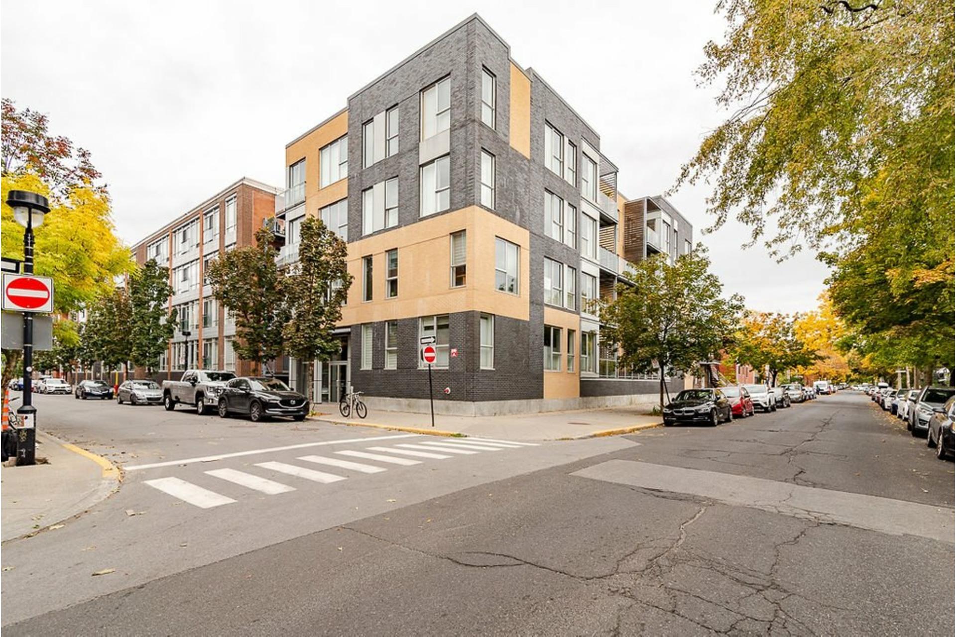 image 0 - Appartement À vendre Villeray/Saint-Michel/Parc-Extension Montréal  - 6 pièces