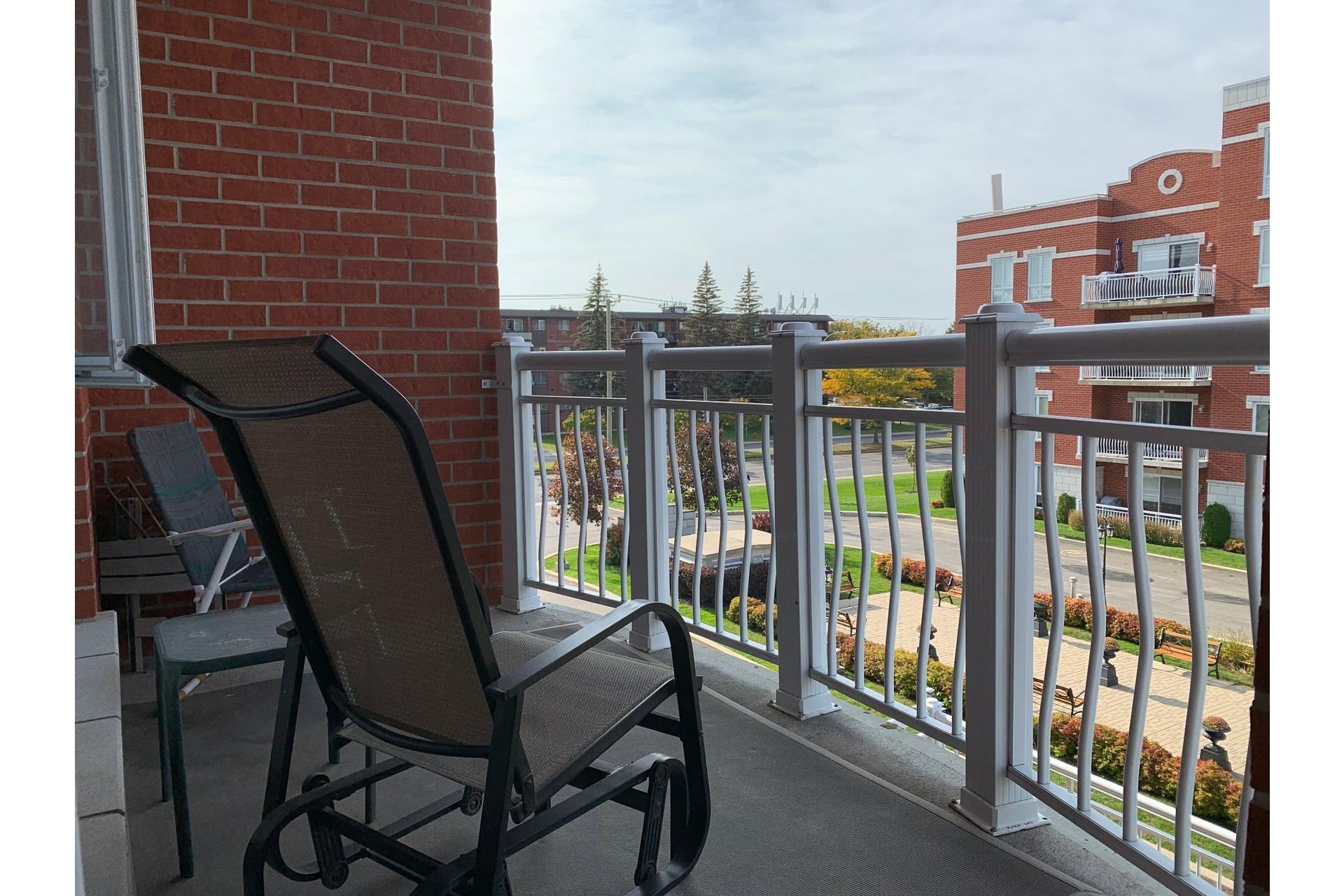 image 1 - Apartment For rent Dollard-Des Ormeaux - 4 rooms