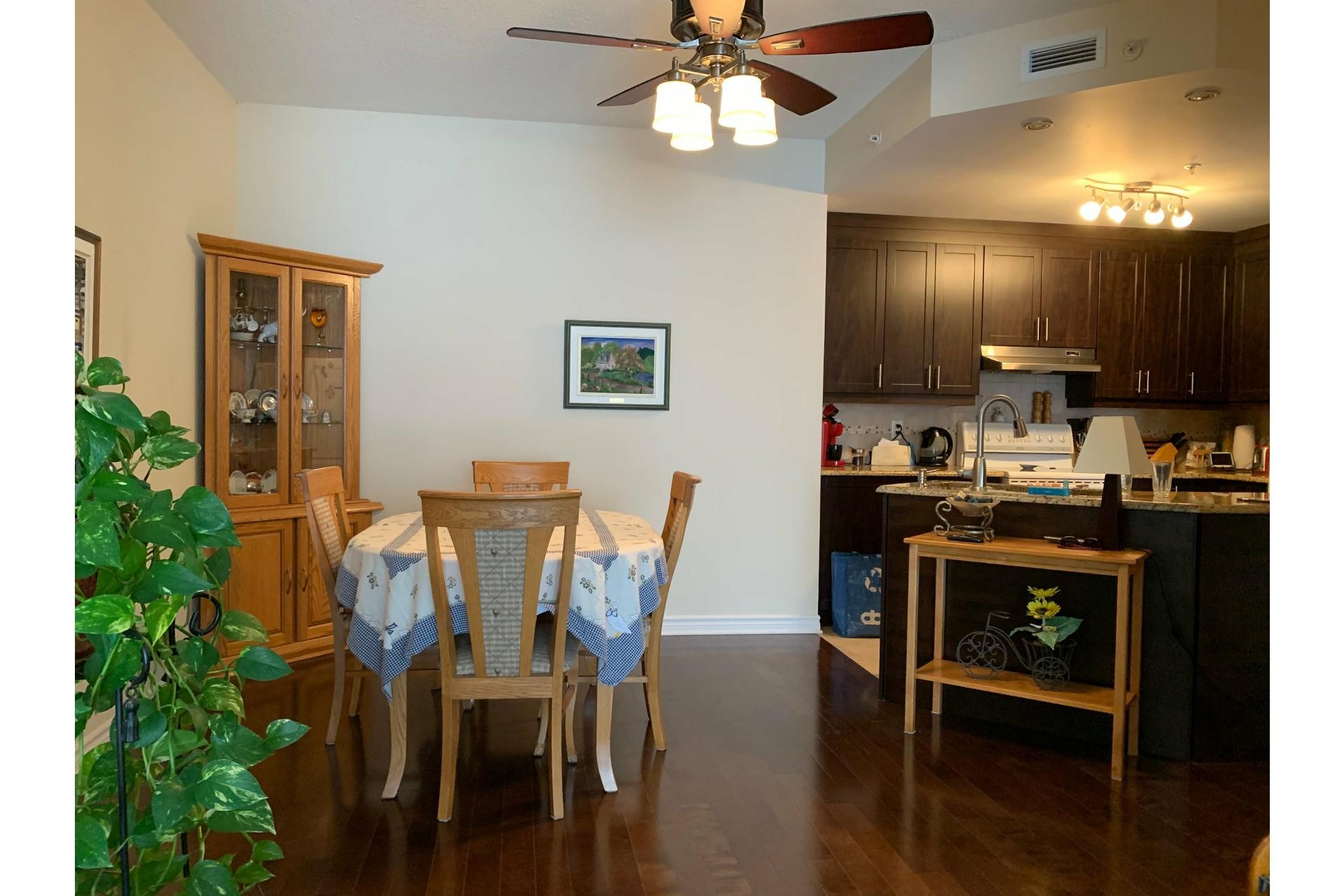 image 2 - Apartment For rent Dollard-Des Ormeaux - 4 rooms