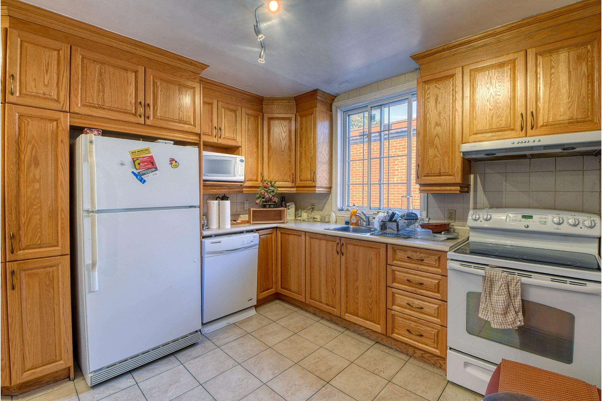 image 5 - Apartment For rent Côte-des-Neiges/Notre-Dame-de-Grâce Montréal  - 6 rooms