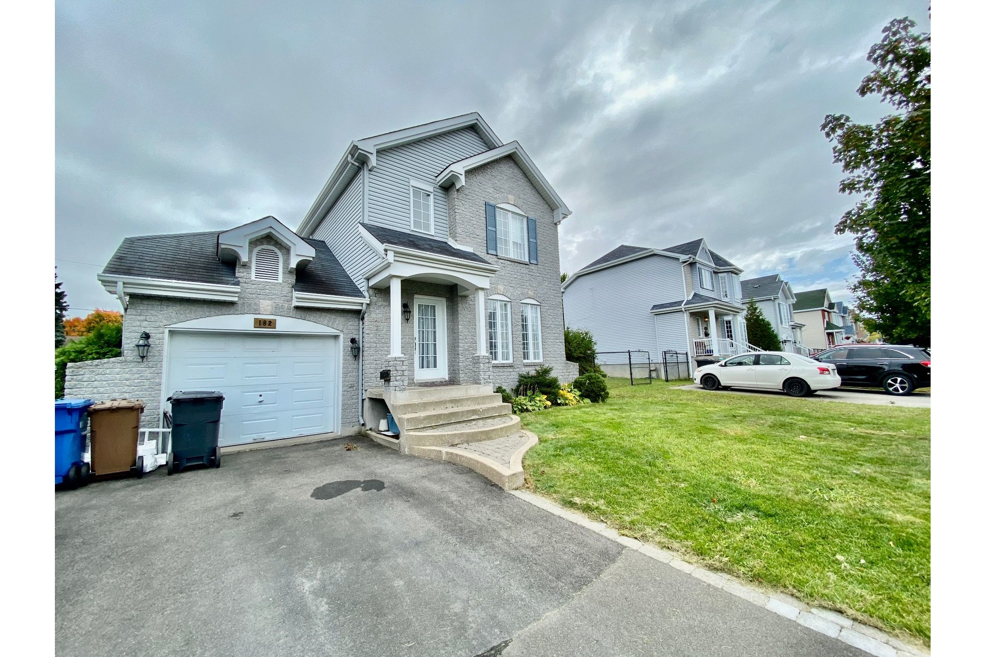 image 0 - House For sale Châteauguay - 12 rooms