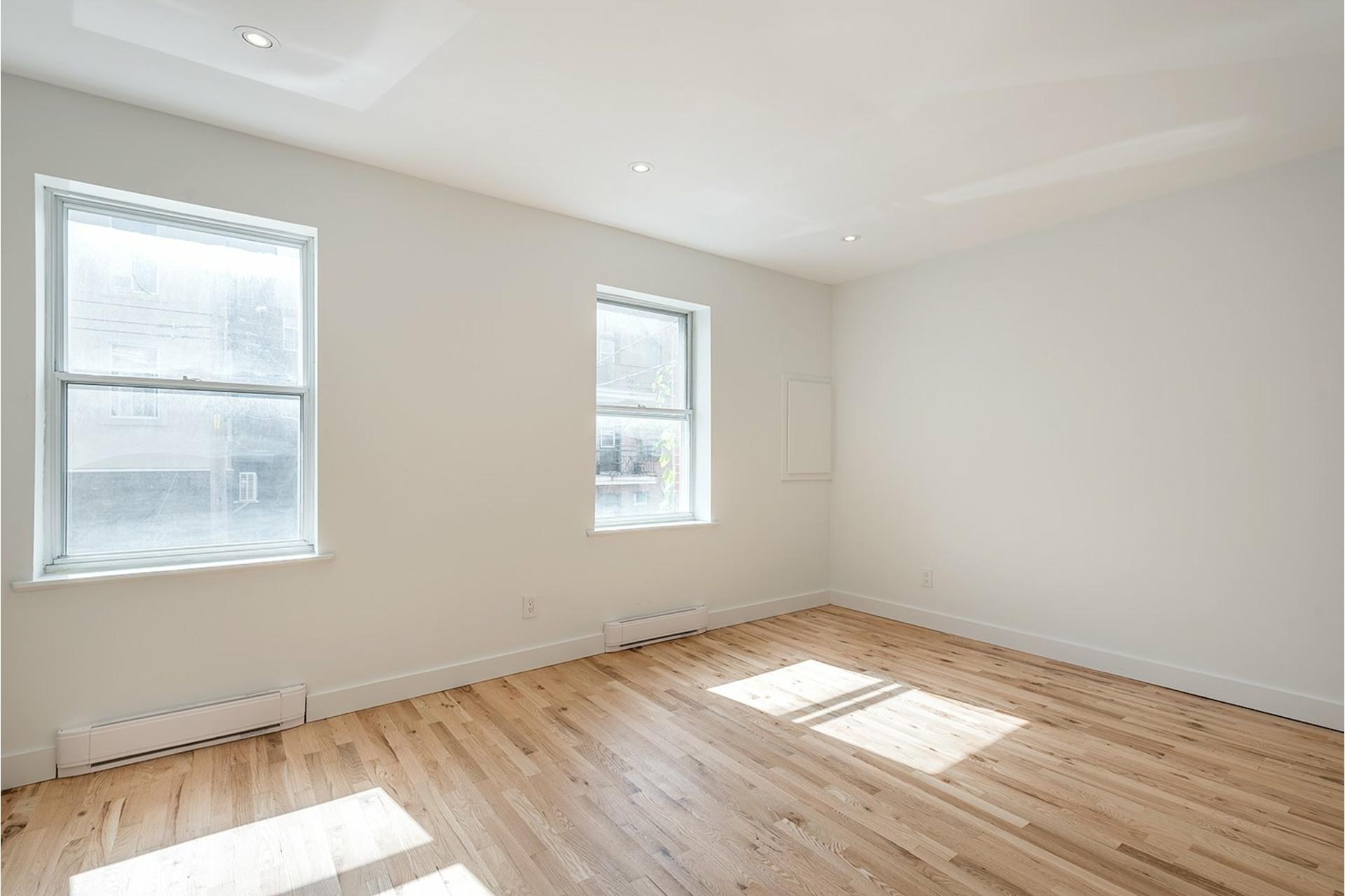 image 2 - Appartement À louer Le Sud-Ouest Montréal  - 4 pièces