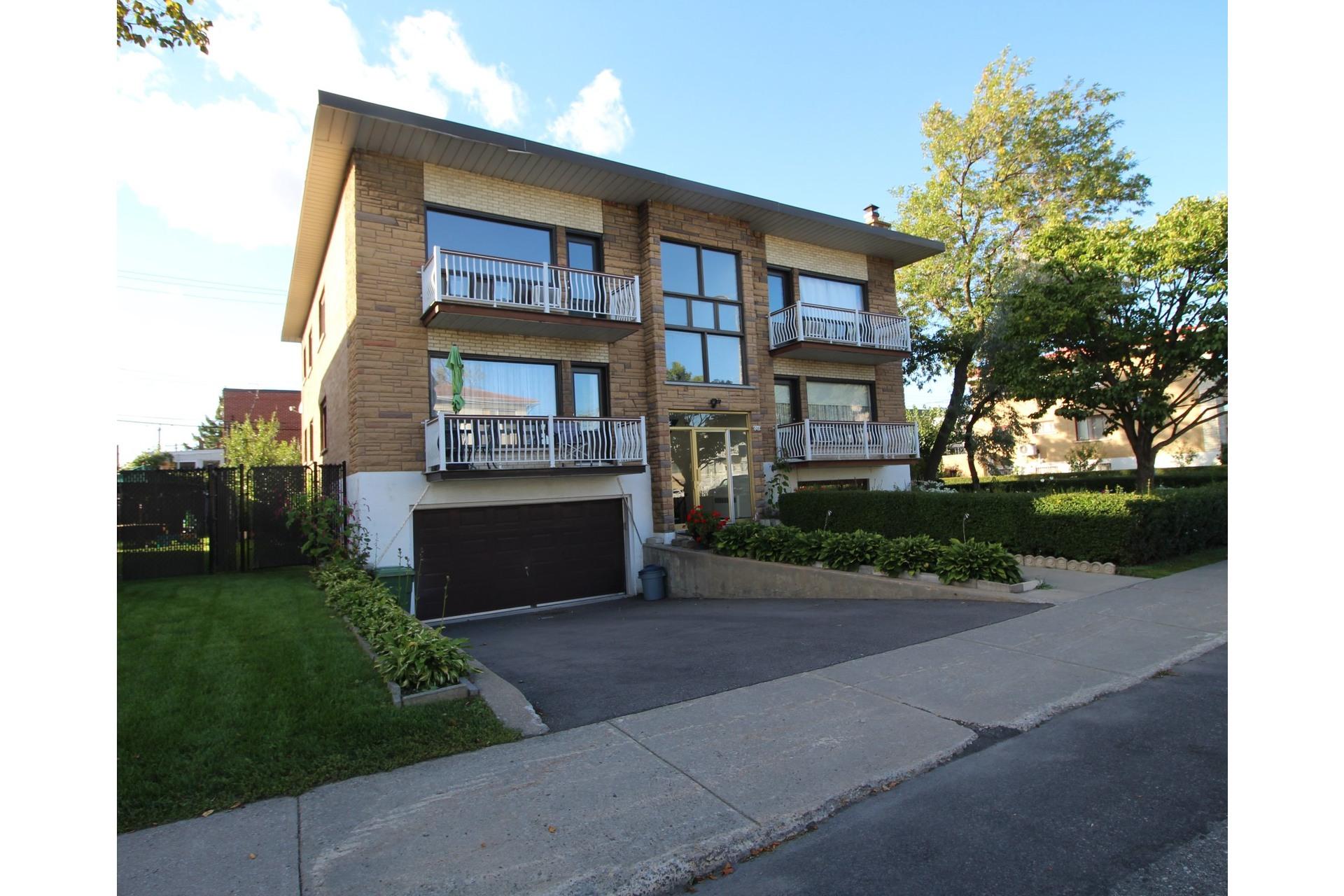 image 0 - Appartement À louer Saint-Léonard Montréal  - 6 pièces