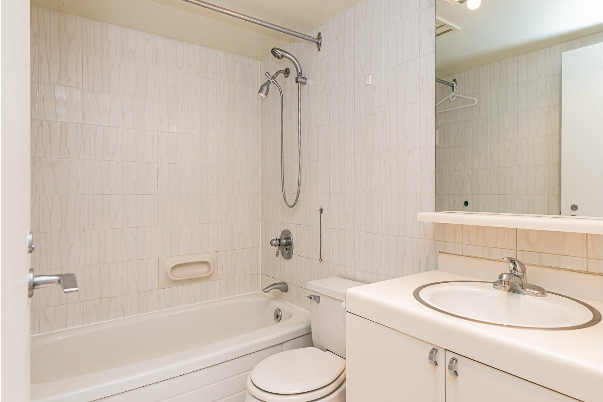 image 17 - Appartement À vendre Ville-Marie Montréal  - 5 pièces