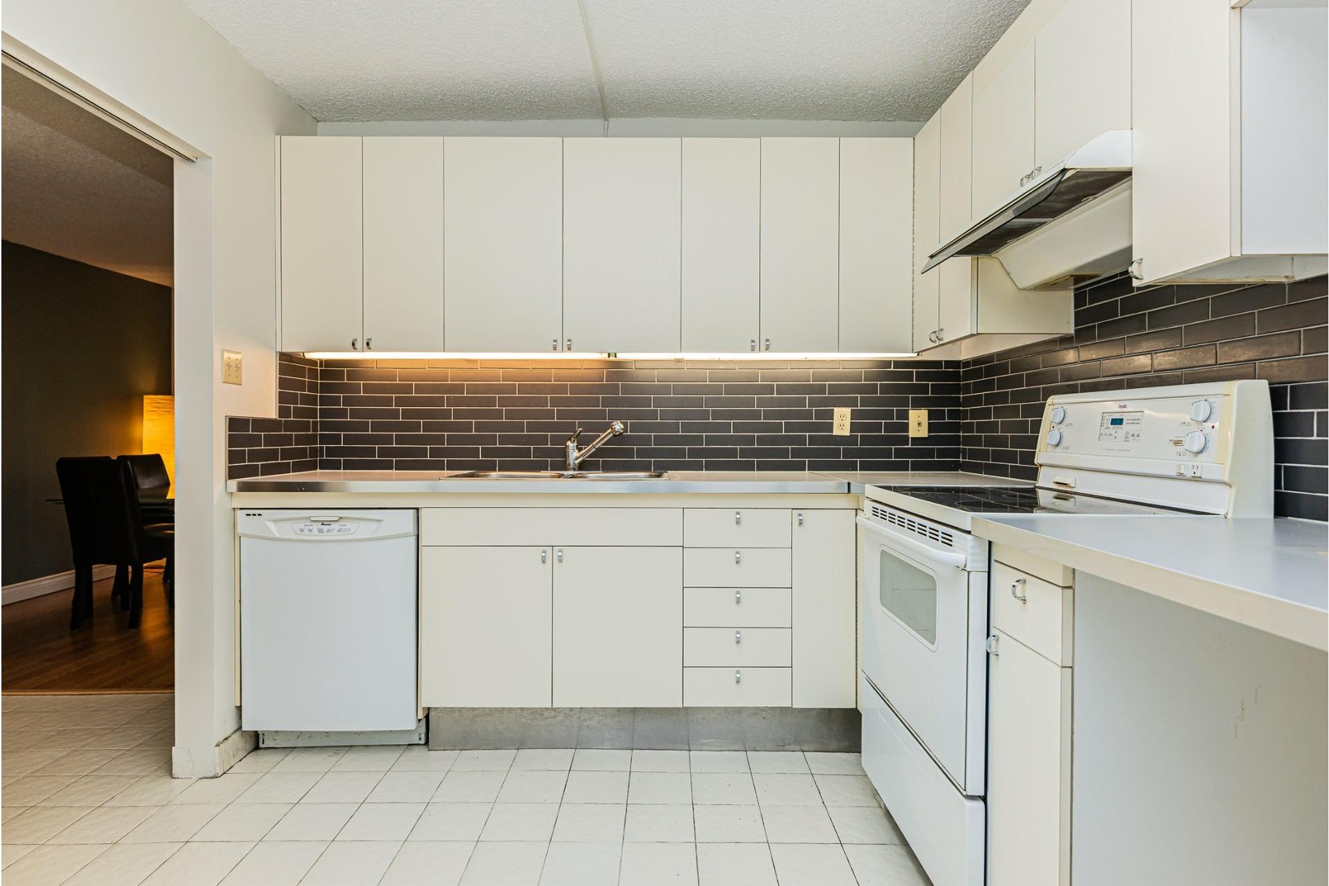 image 9 - Apartment For sale Ville-Marie Montréal  - 5 rooms