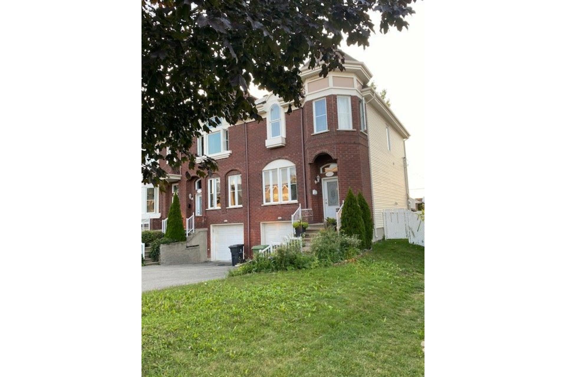 image 0 - Maison À vendre Rivière-des-Prairies/Pointe-aux-Trembles Montréal  - 12 pièces