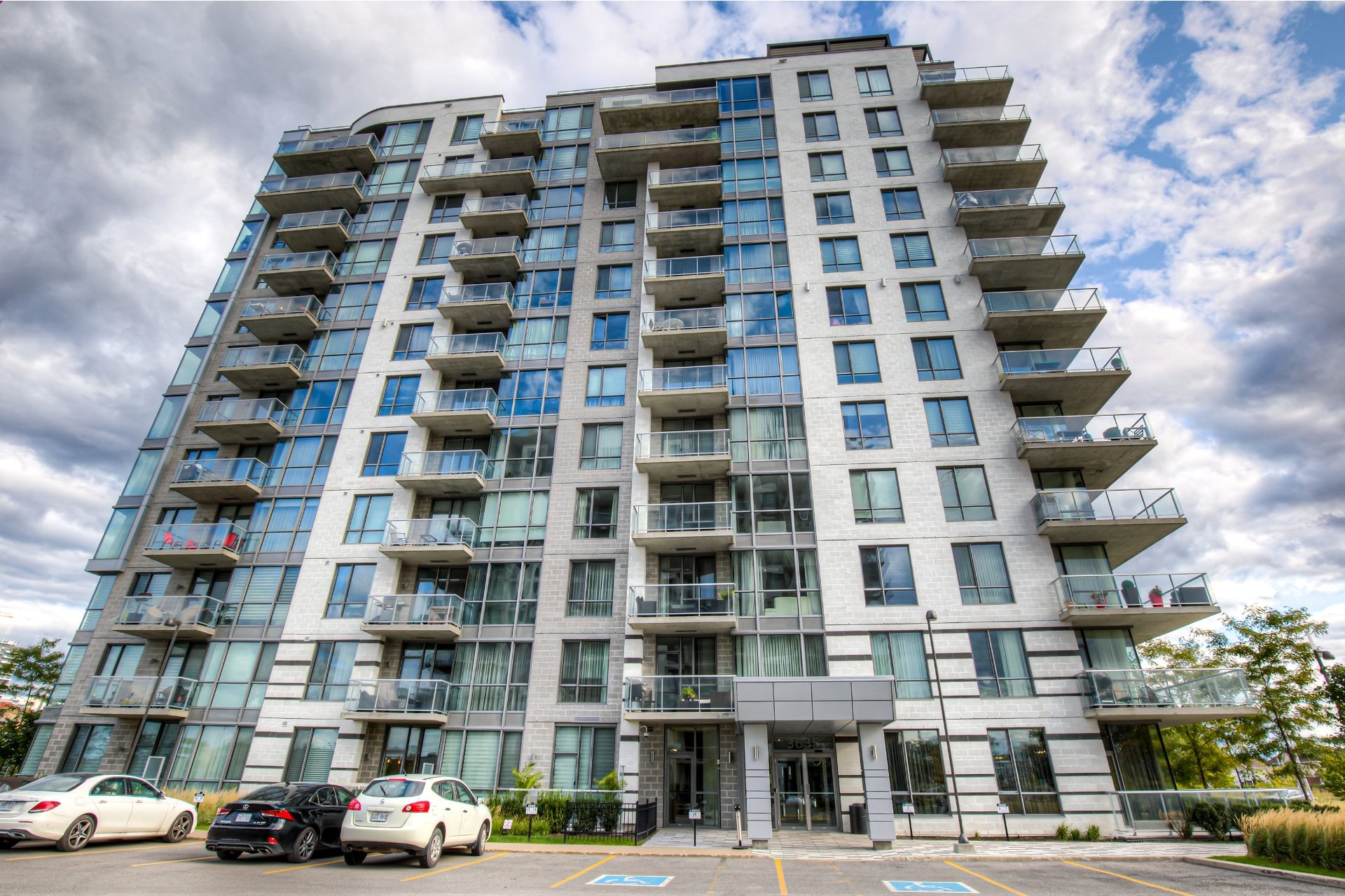 image 0 - Apartment For rent Chomedey Laval  - 5 rooms