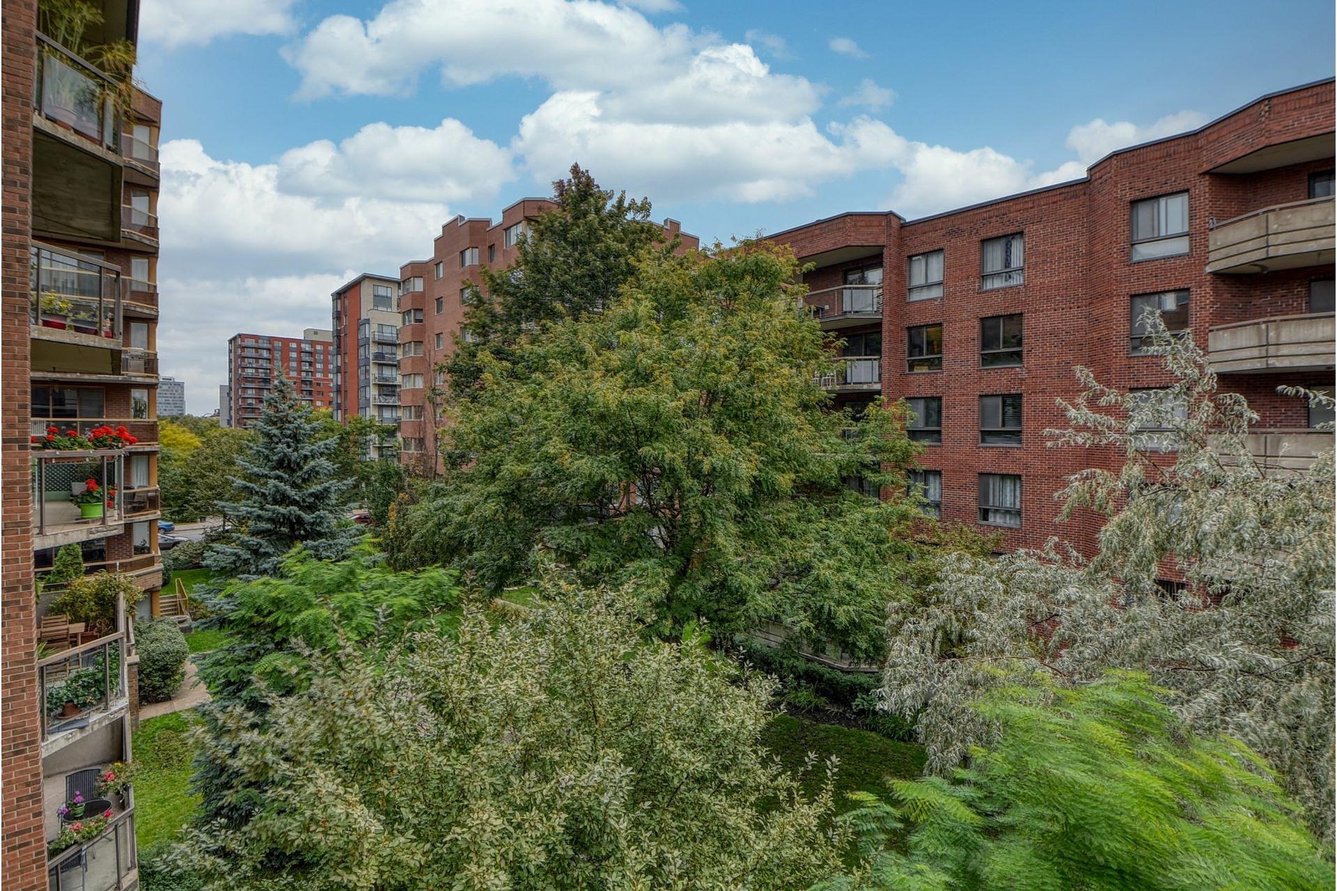 image 13 - Appartement À louer Ville-Marie Montréal  - 4 pièces