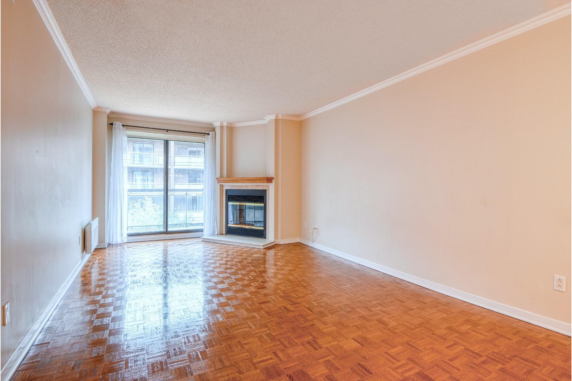 image 2 - Appartement À louer Ville-Marie Montréal  - 4 pièces