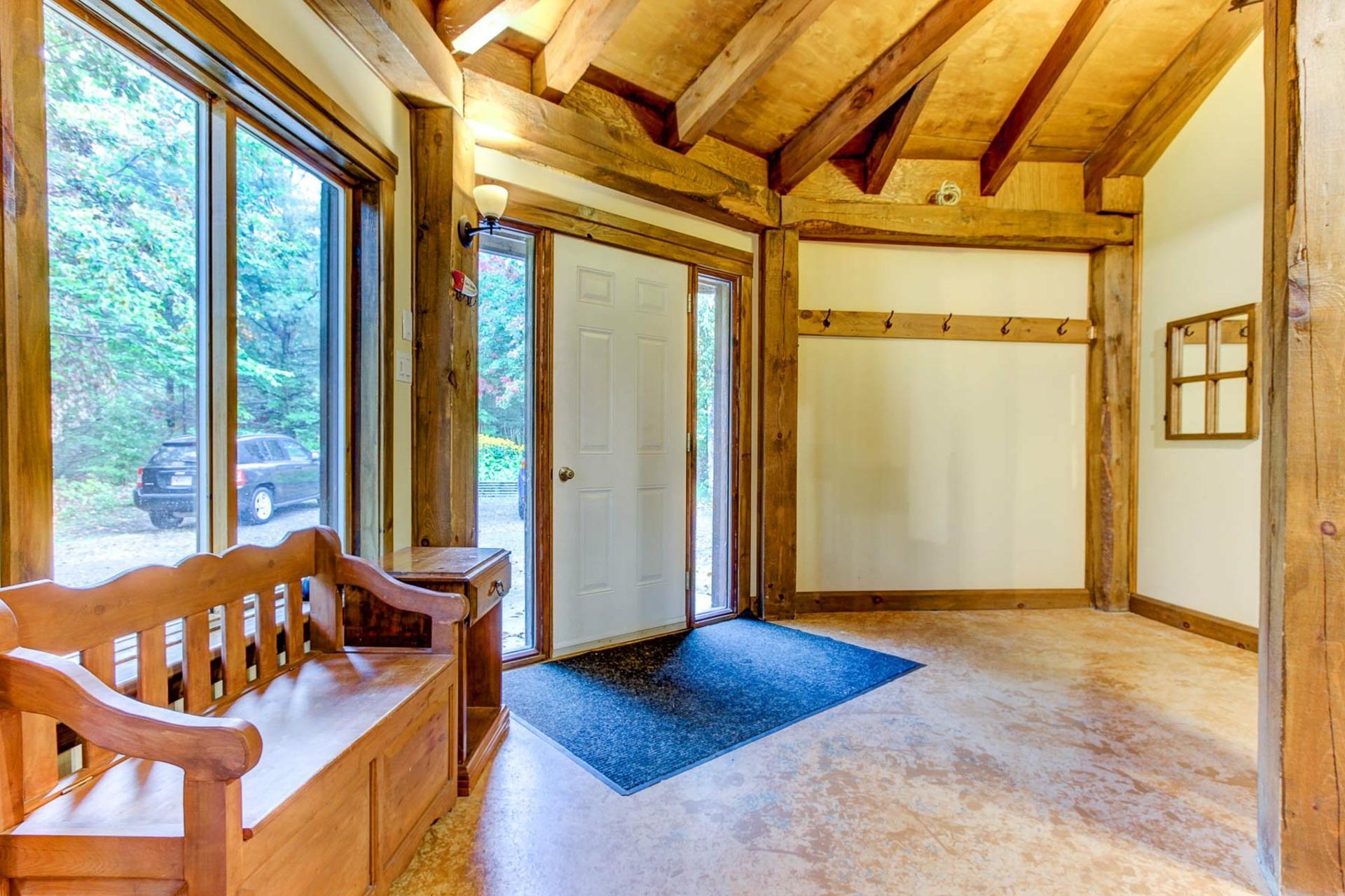 image 2 - Maison À vendre Notre-Dame-du-Mont-Carmel - 10 pièces