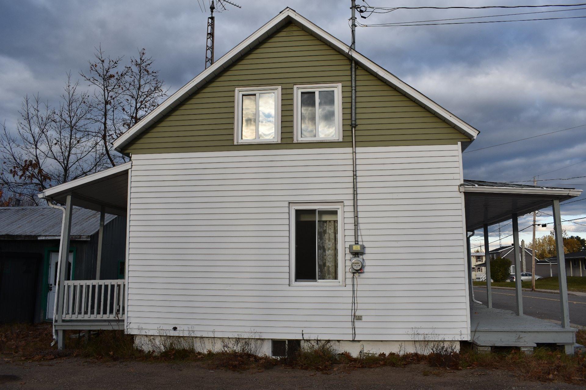 image 1 - House For sale Sainte-Angèle-de-Prémont - 6 rooms