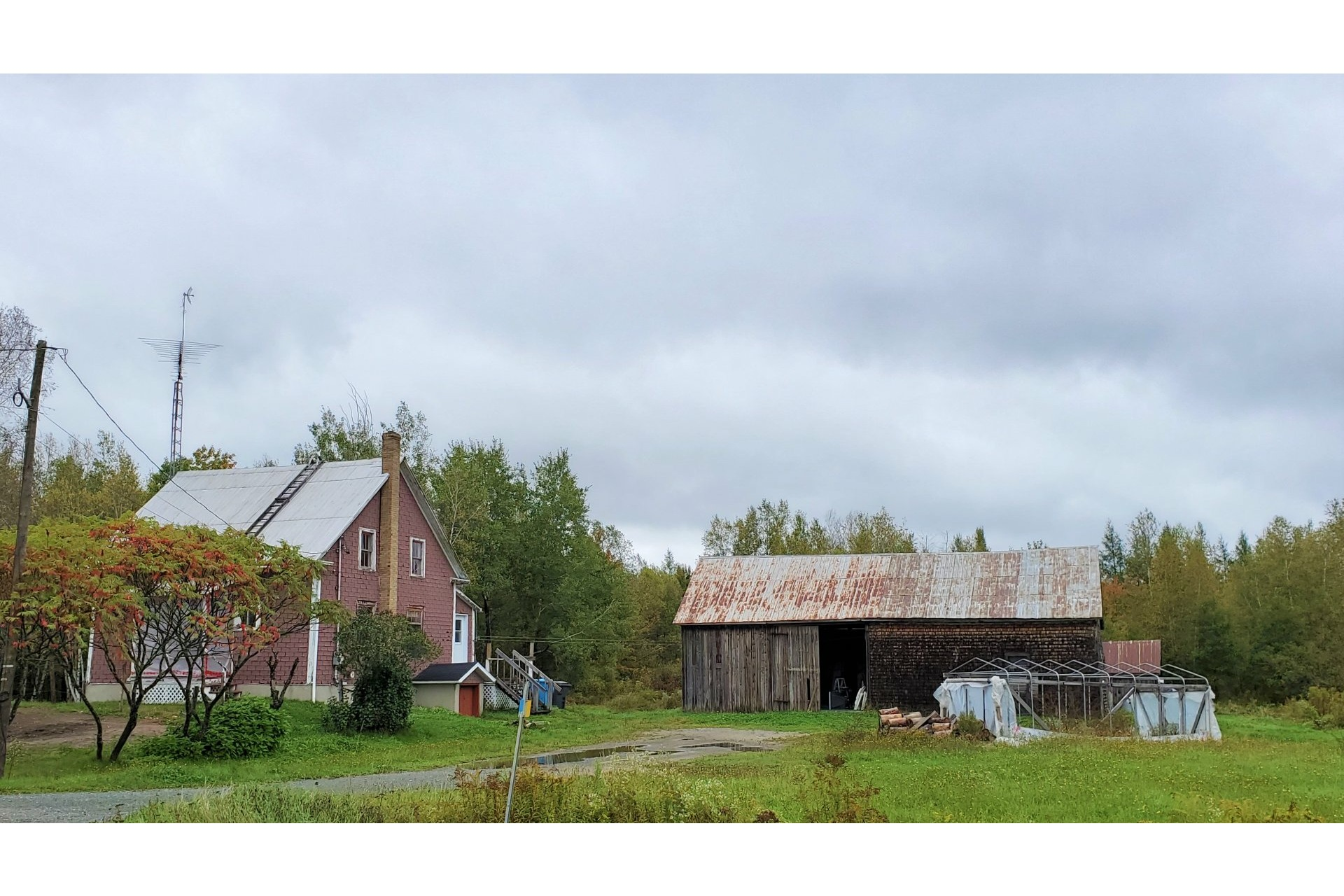 image 3 - Farmhouse For sale Sainte-Marie-de-Blandford - 10 rooms