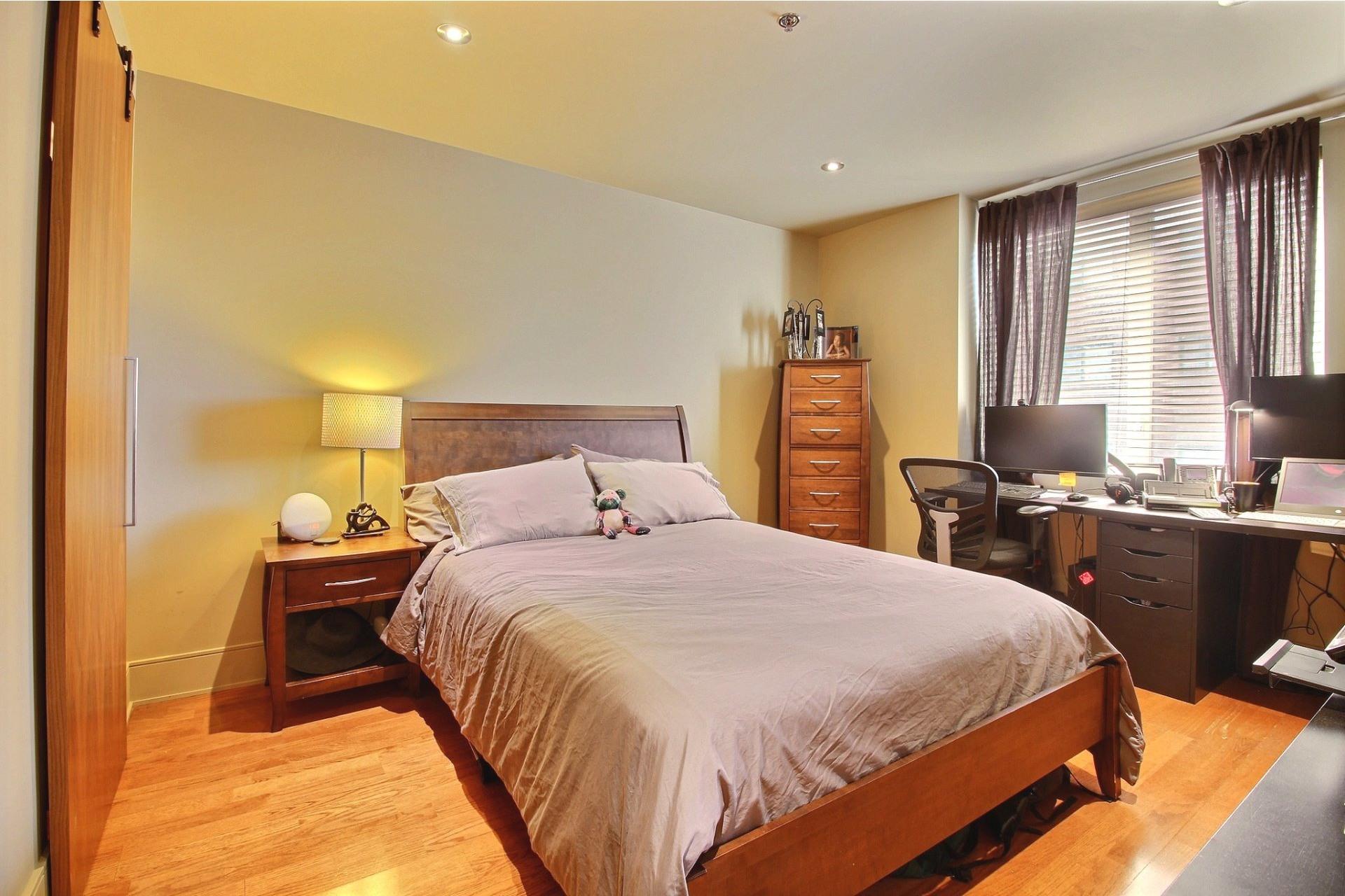 image 16 - Appartement À louer Ville-Marie Montréal  - 6 pièces