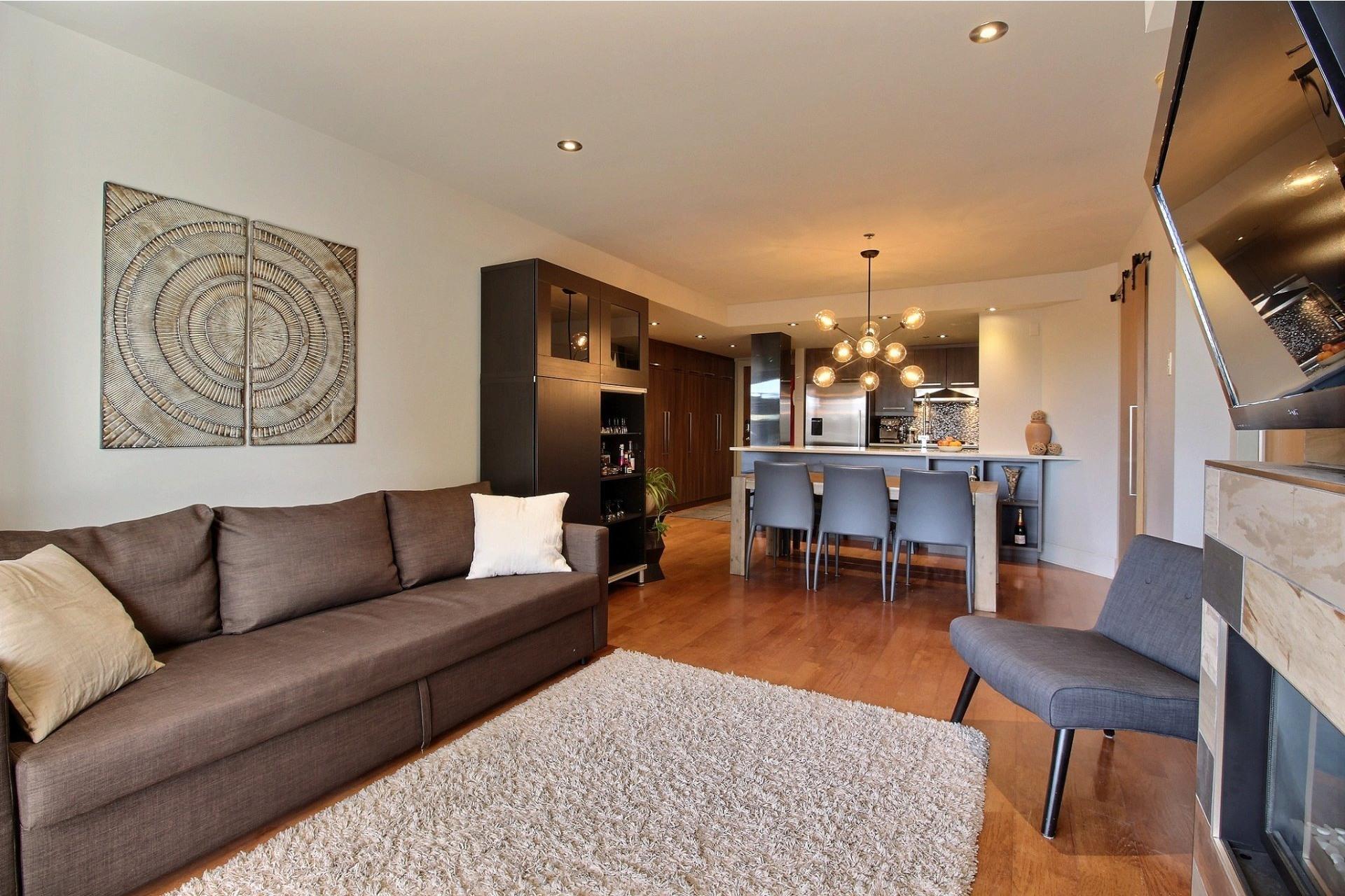 image 2 - Appartement À louer Ville-Marie Montréal  - 6 pièces