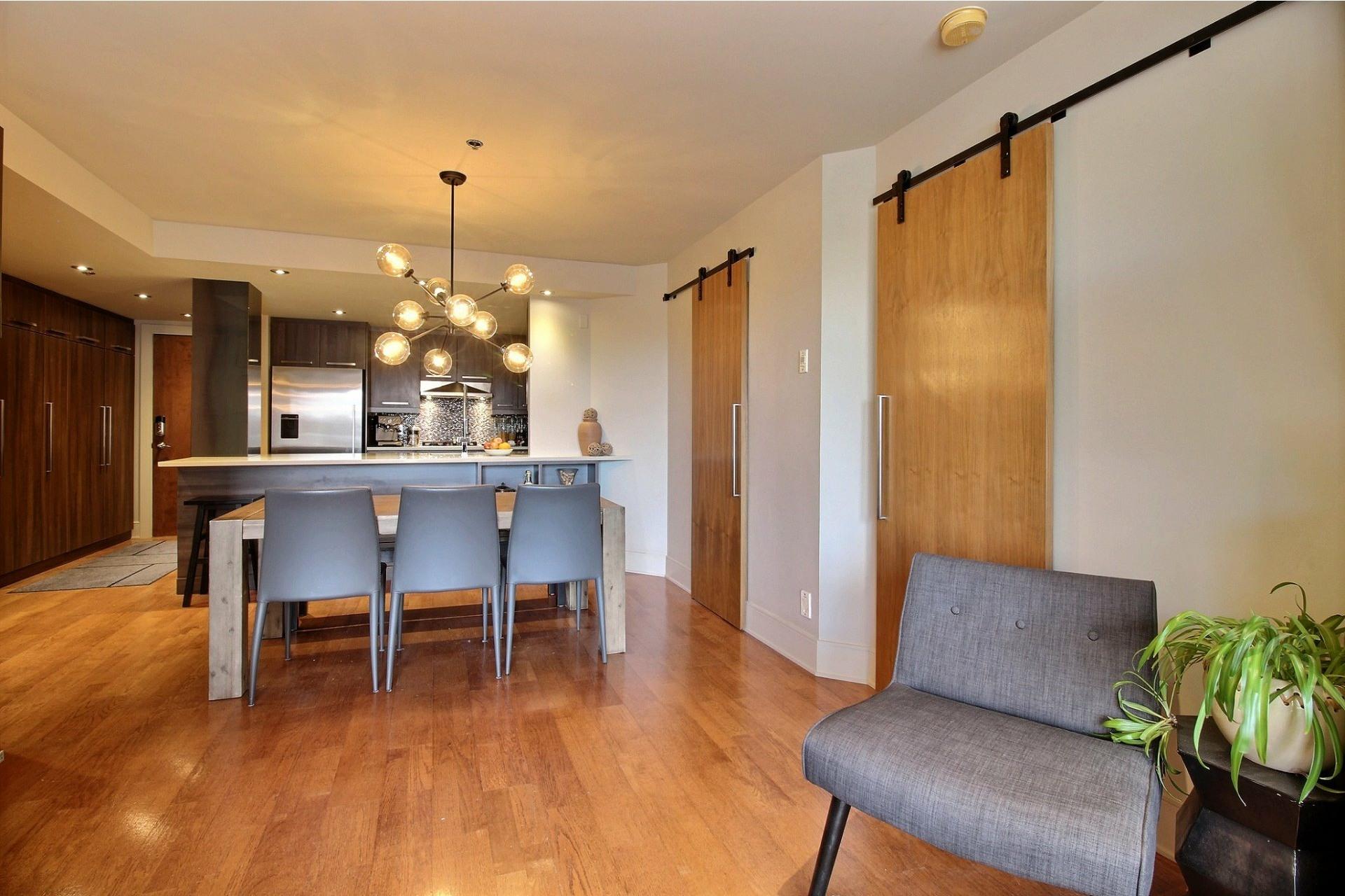 image 4 - Appartement À louer Ville-Marie Montréal  - 6 pièces