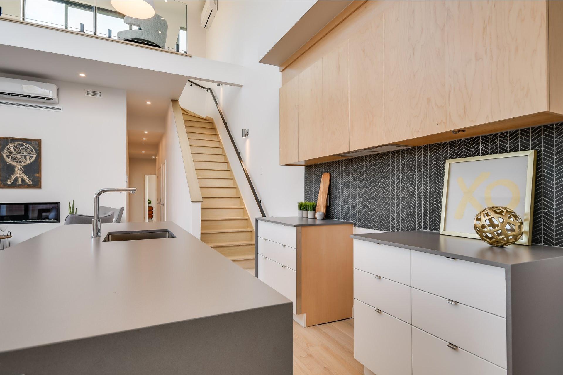 image 12 - Apartment For sale Villeray/Saint-Michel/Parc-Extension Montréal  - 7 rooms