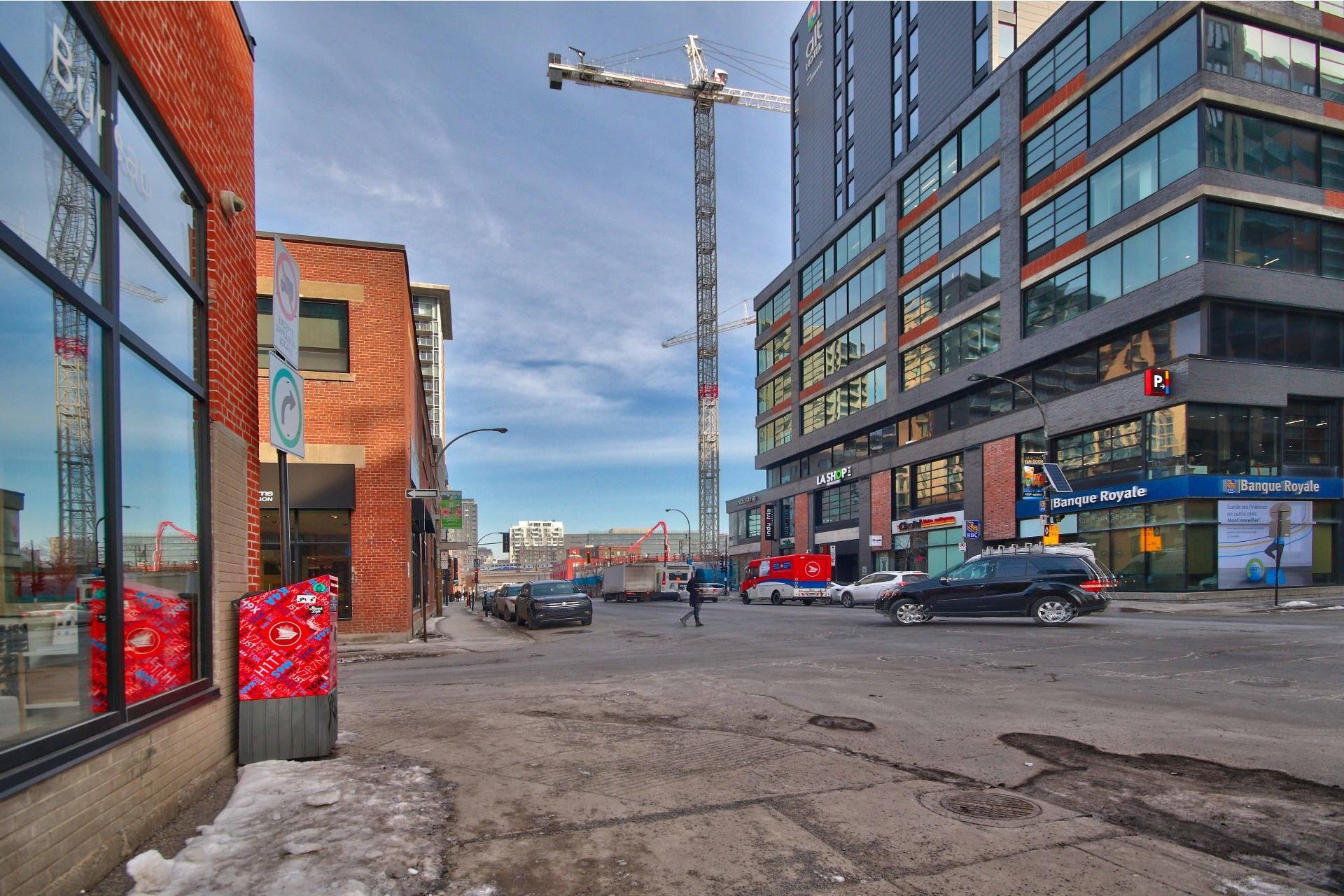 image 19 - Appartement À louer Le Sud-Ouest Montréal  - 5 pièces