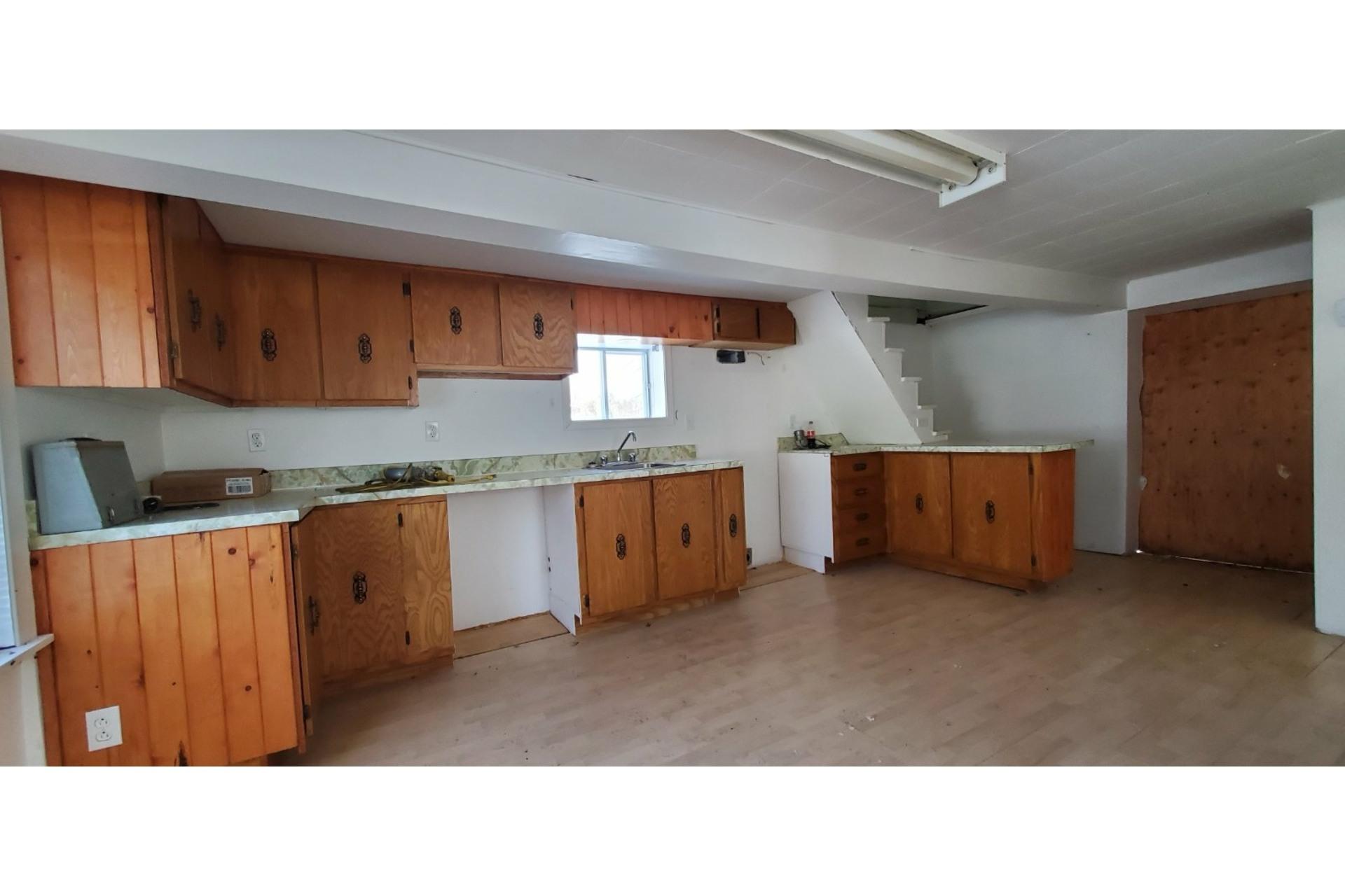 image 2 - House For sale Saint-Narcisse - 7 rooms