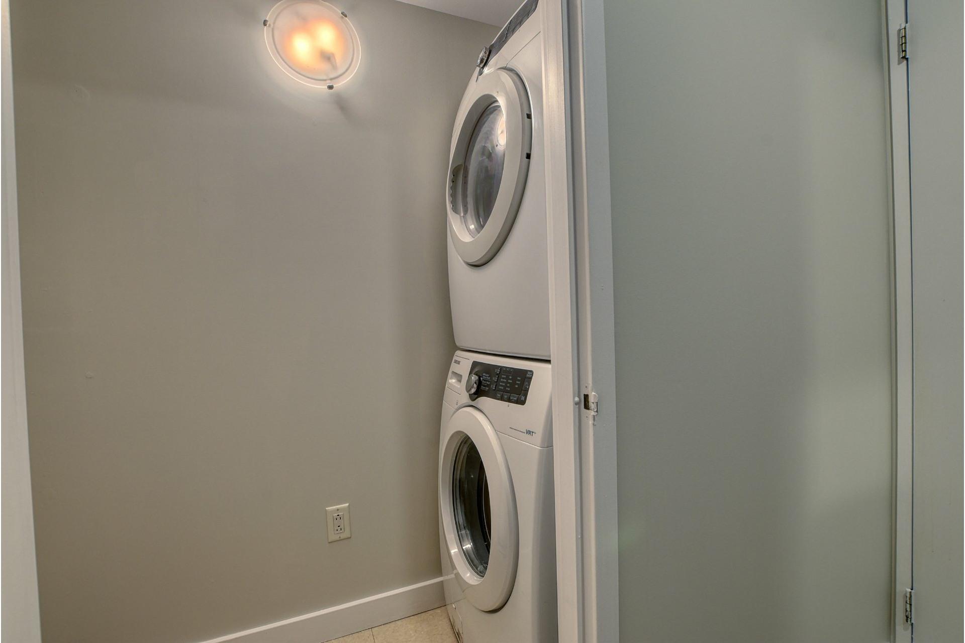 image 16 - Apartment For sale Ville-Marie Montréal  - 6 rooms