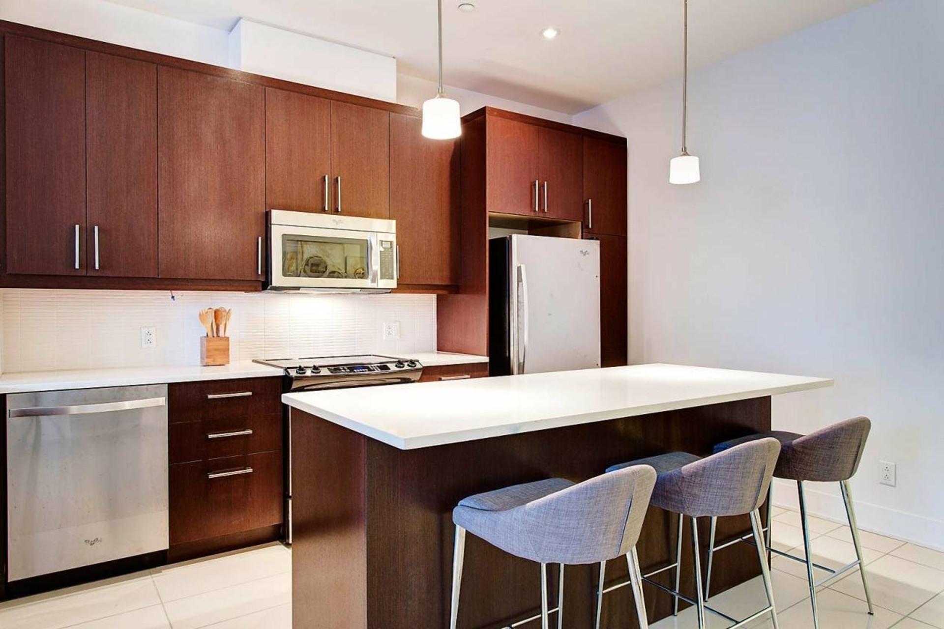 image 5 - Appartement À louer Ville-Marie Montréal  - 5 pièces
