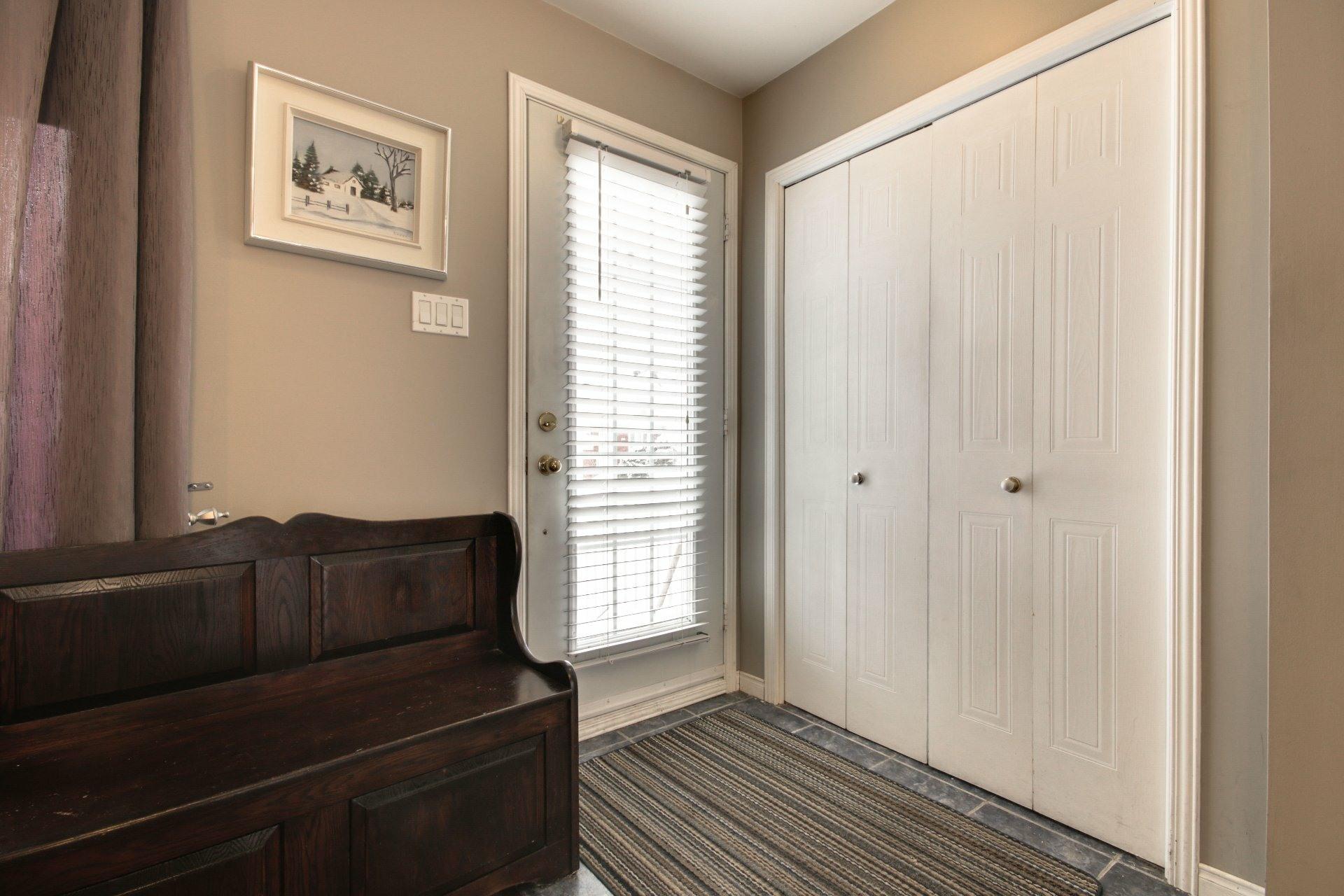 image 2 - House For sale Trois-Rivières - 10 rooms