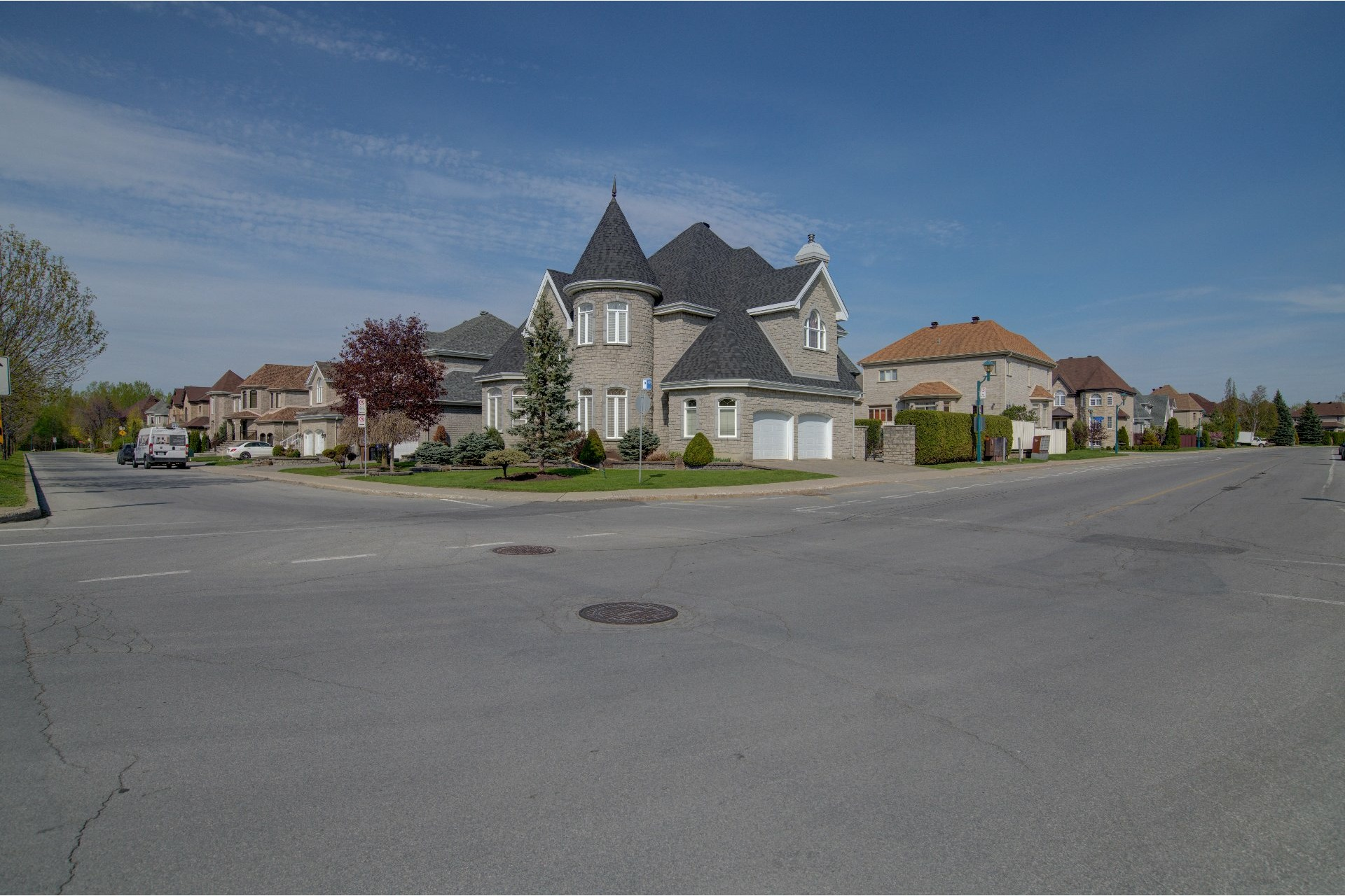 image 2 - House For sale Duvernay Laval  - 13 rooms