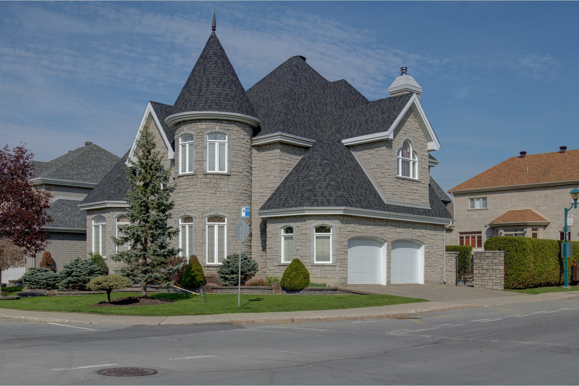 image 1 - House For sale Duvernay Laval  - 13 rooms