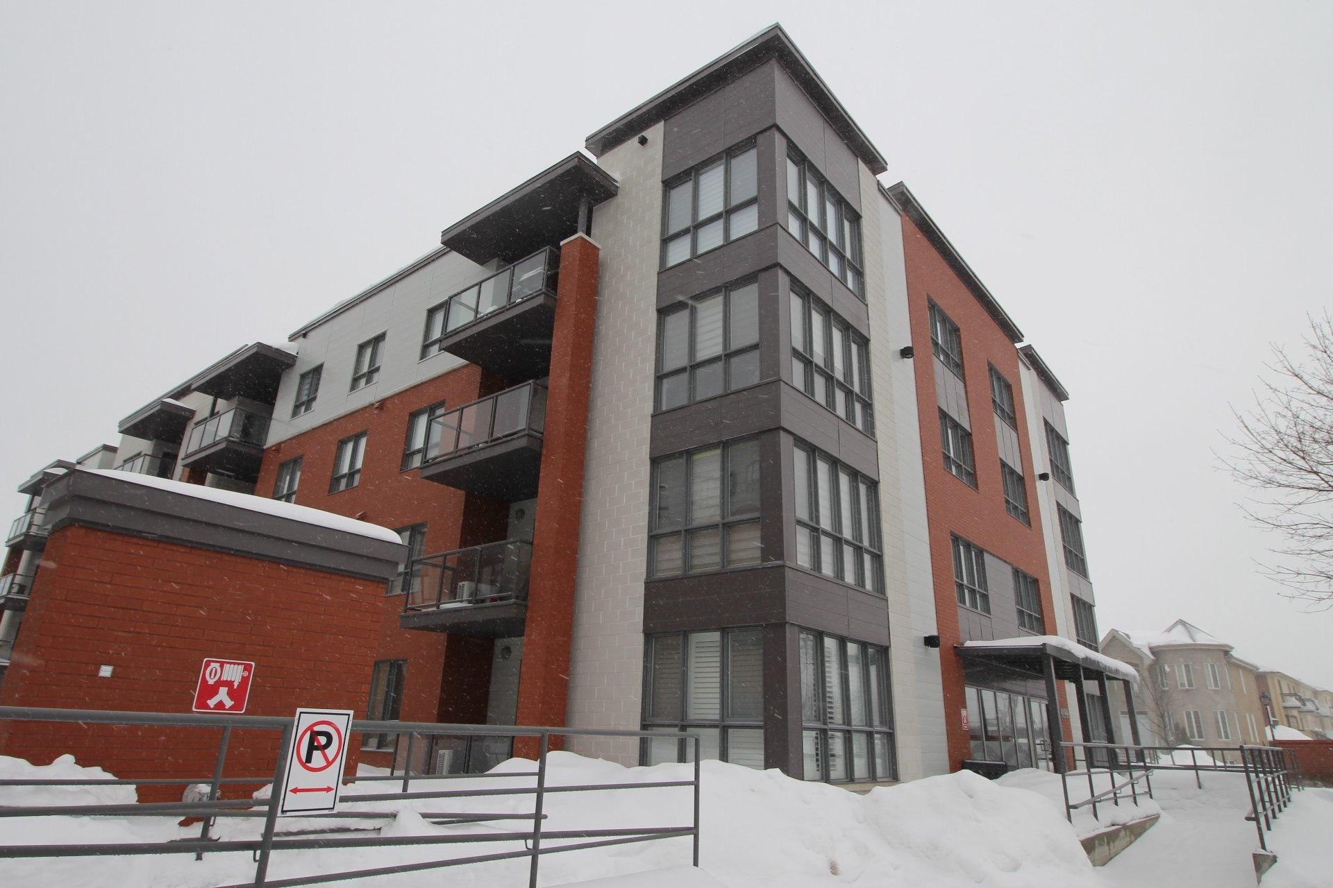 image 24 - Apartment For rent Rivière-des-Prairies/Pointe-aux-Trembles Montréal  - 6 rooms