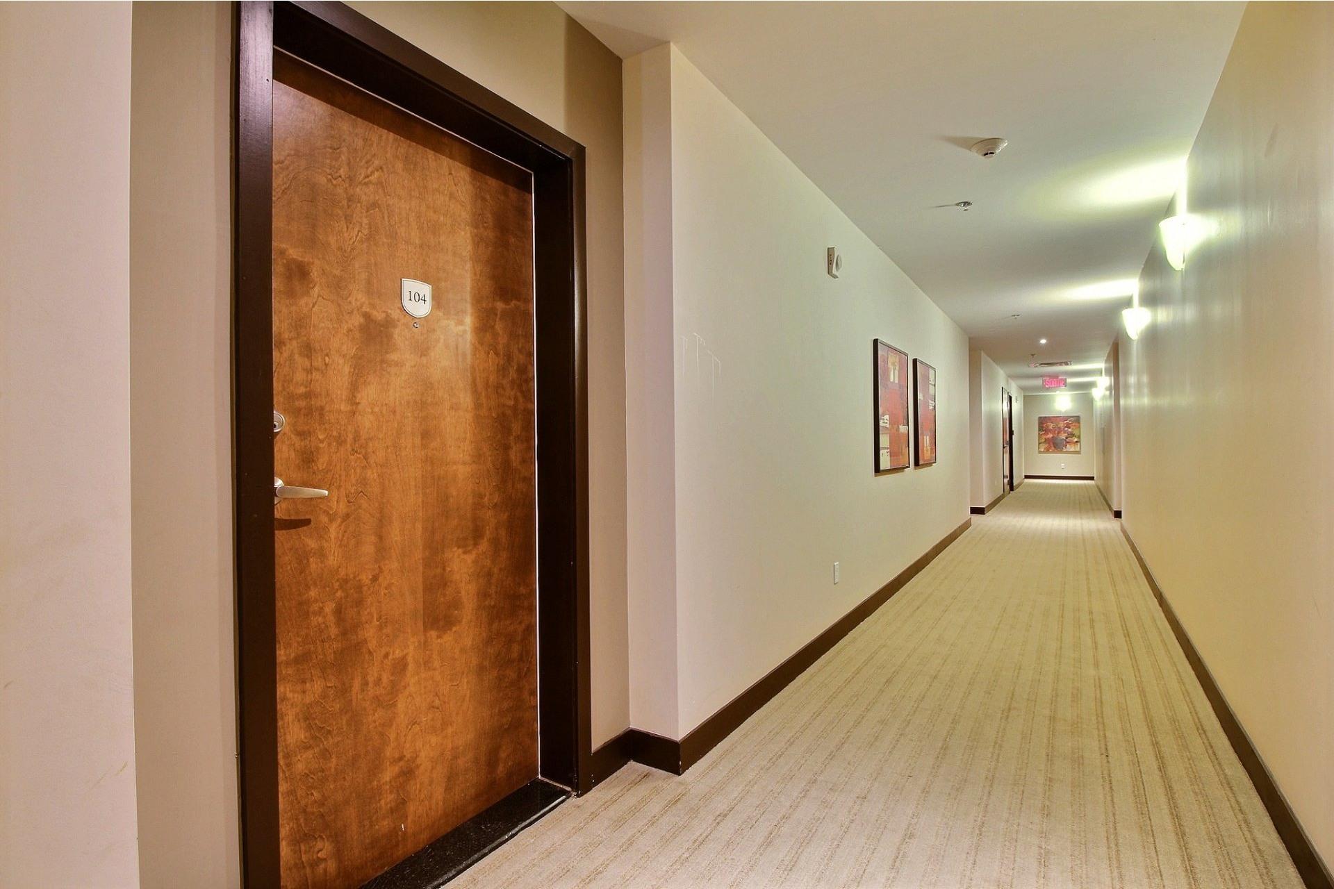 image 2 - Apartment For rent Rivière-des-Prairies/Pointe-aux-Trembles Montréal  - 6 rooms