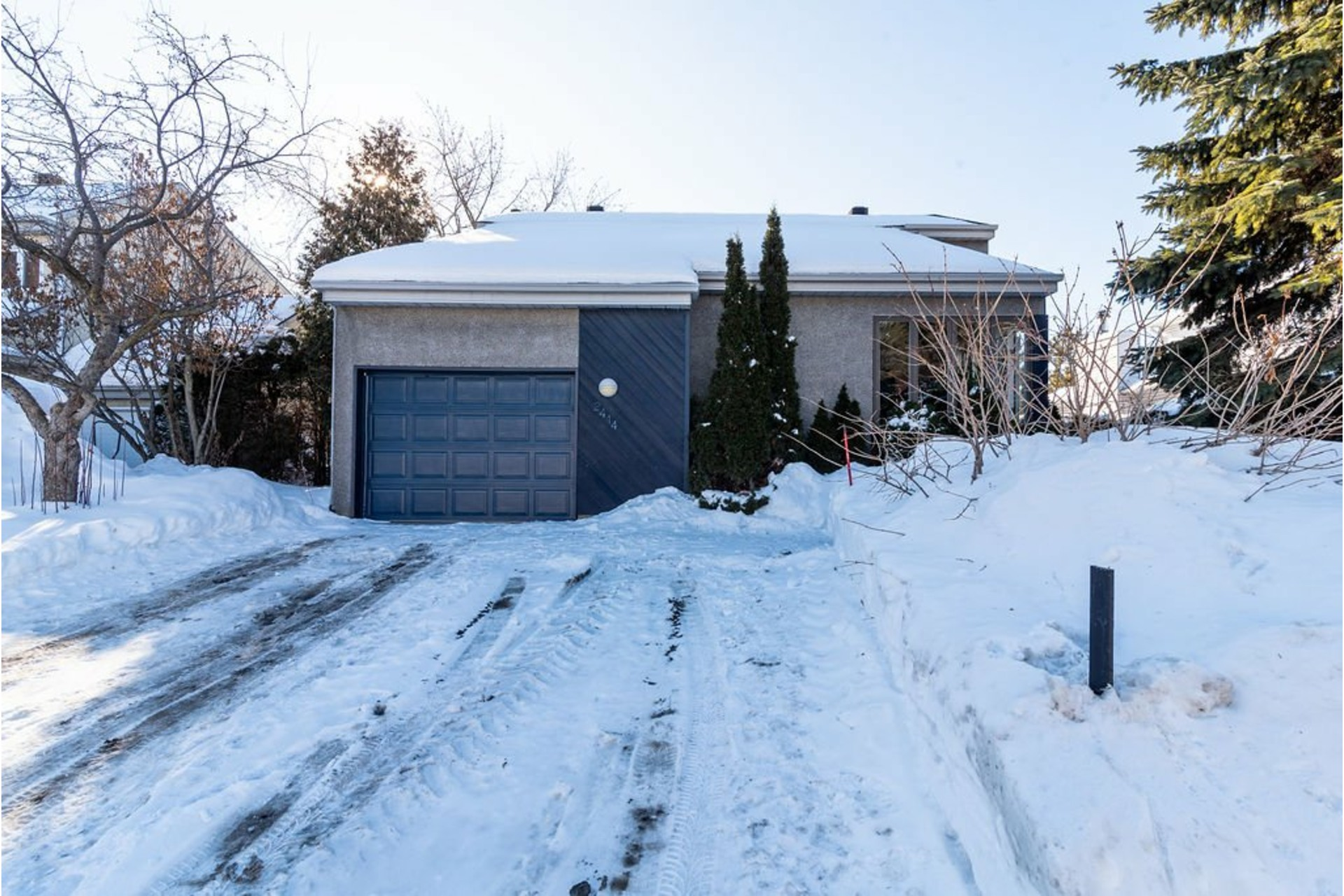 image 0 - House For sale Sainte-Rose Laval  - 17 rooms