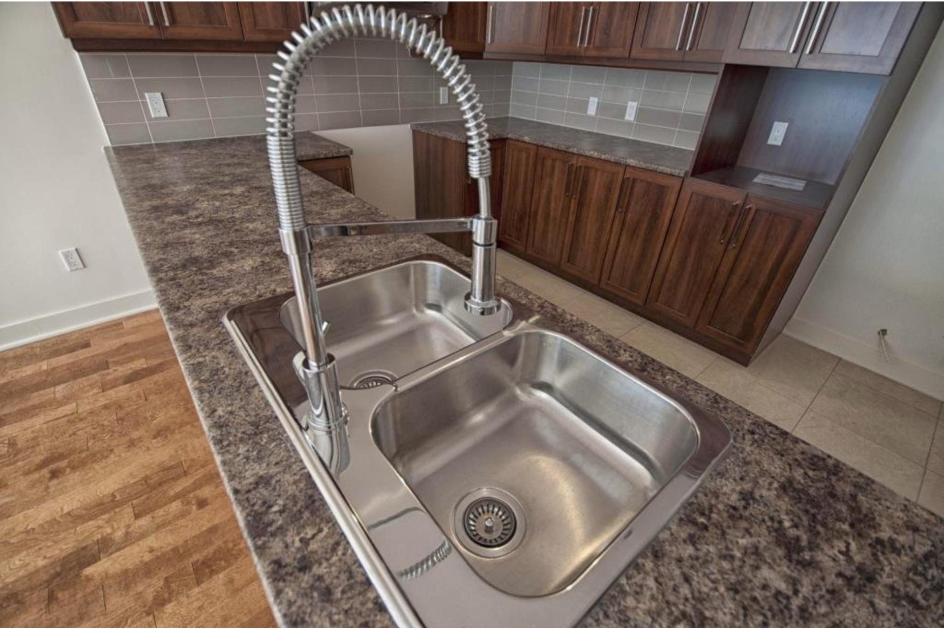image 7 - Apartment For rent Rivière-des-Prairies/Pointe-aux-Trembles Montréal  - 6 rooms