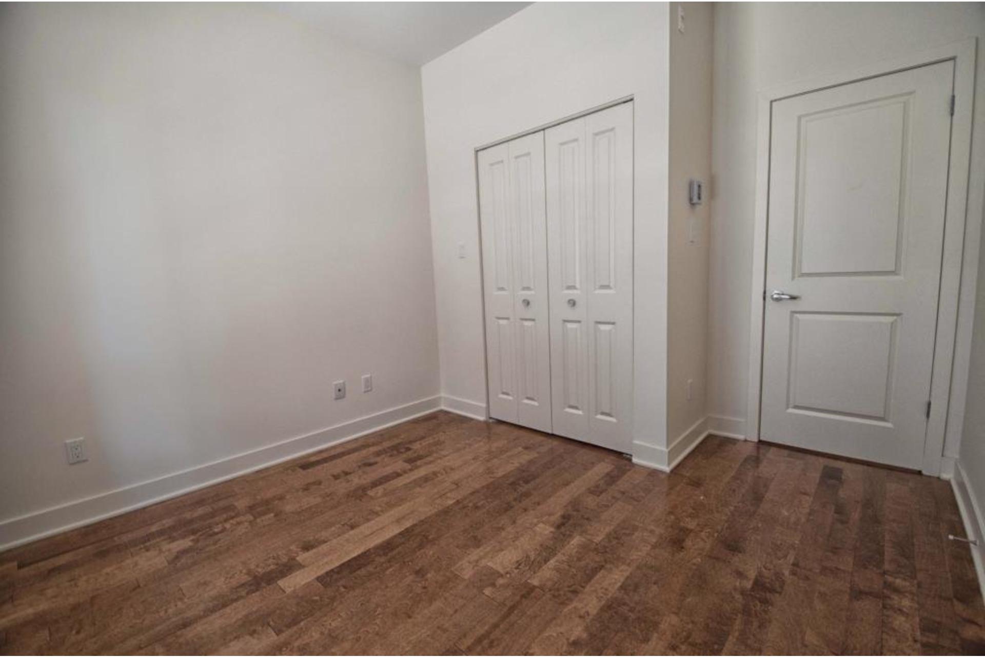 image 19 - Apartment For rent Rivière-des-Prairies/Pointe-aux-Trembles Montréal  - 6 rooms