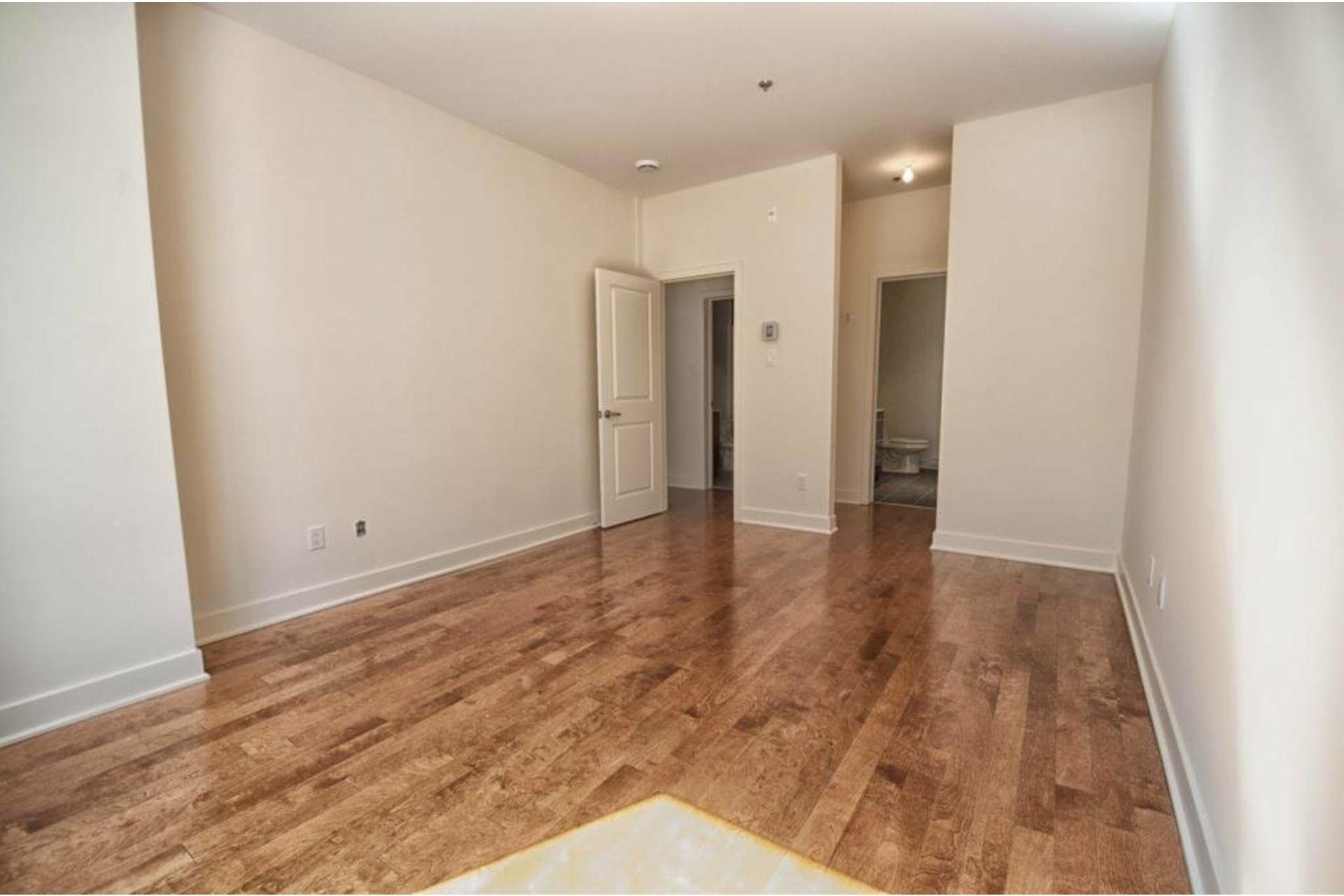 image 12 - Apartment For rent Rivière-des-Prairies/Pointe-aux-Trembles Montréal  - 6 rooms