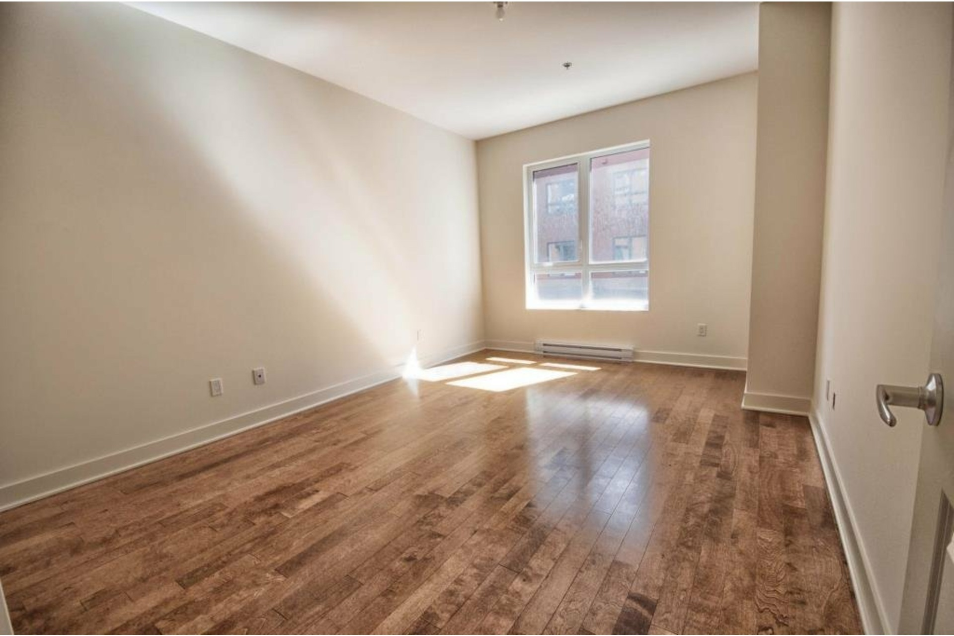 image 13 - Apartment For rent Rivière-des-Prairies/Pointe-aux-Trembles Montréal  - 6 rooms