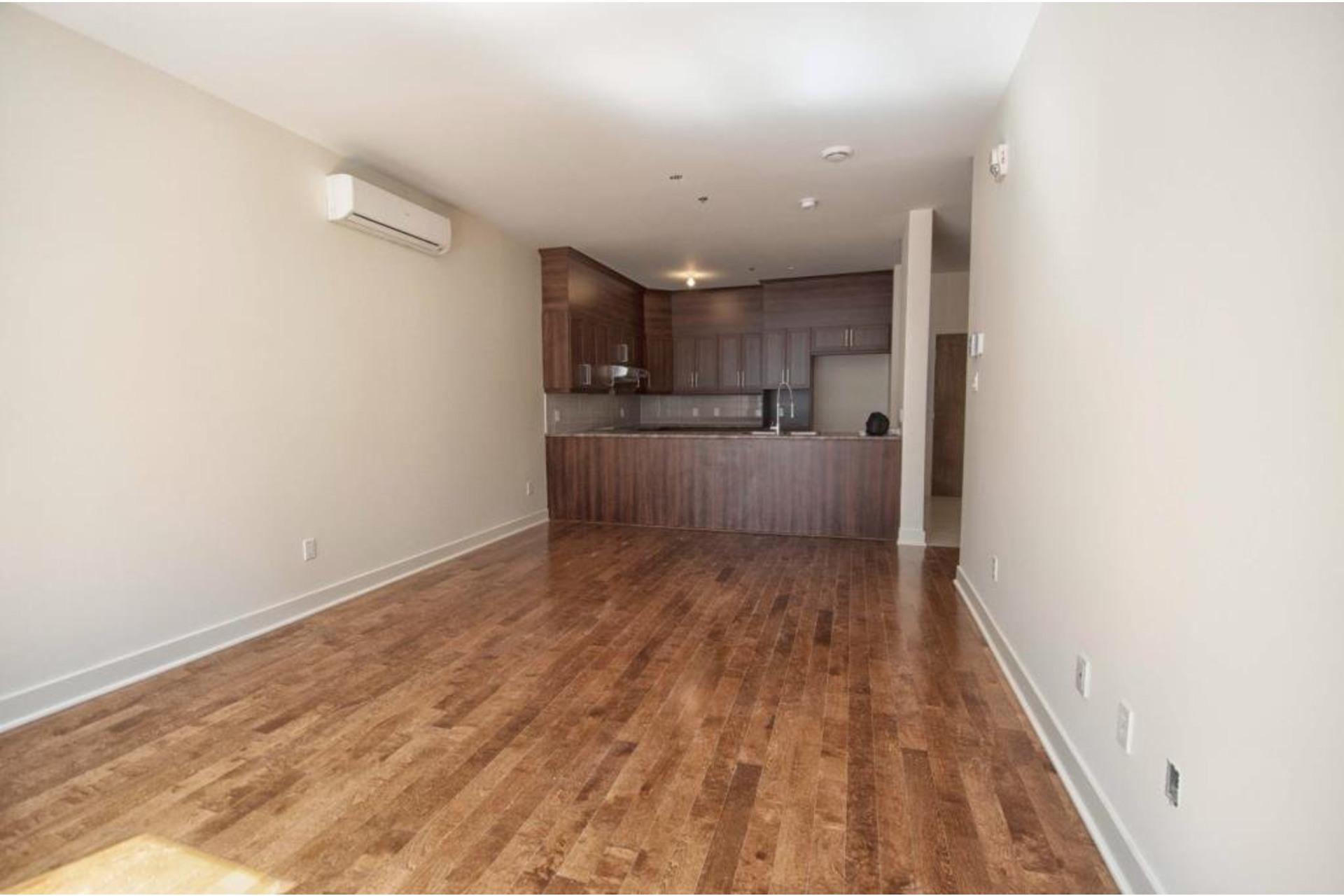 image 3 - Apartment For rent Rivière-des-Prairies/Pointe-aux-Trembles Montréal  - 6 rooms