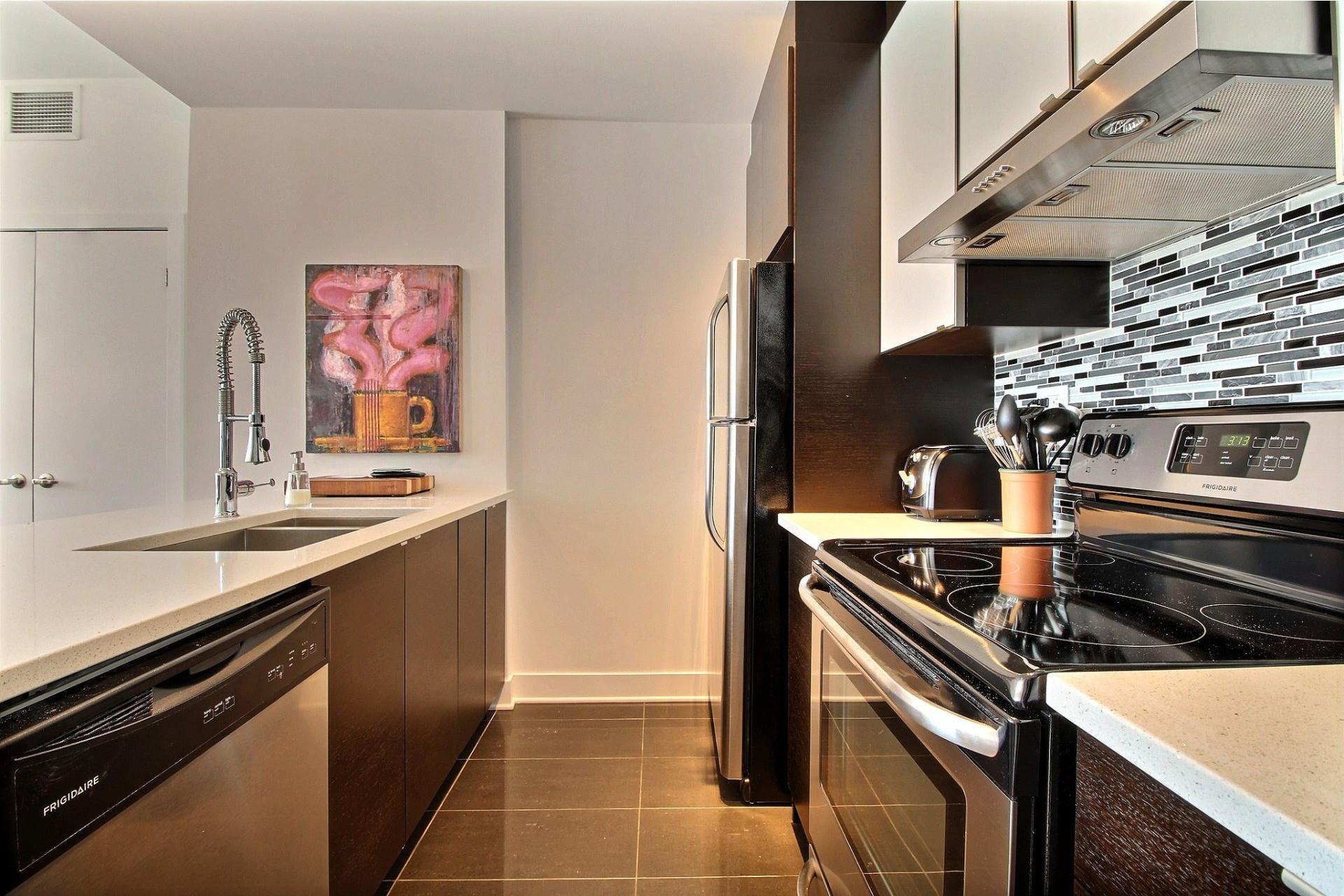 image 18 - Apartment For rent Côte-des-Neiges/Notre-Dame-de-Grâce Montréal  - 4 rooms