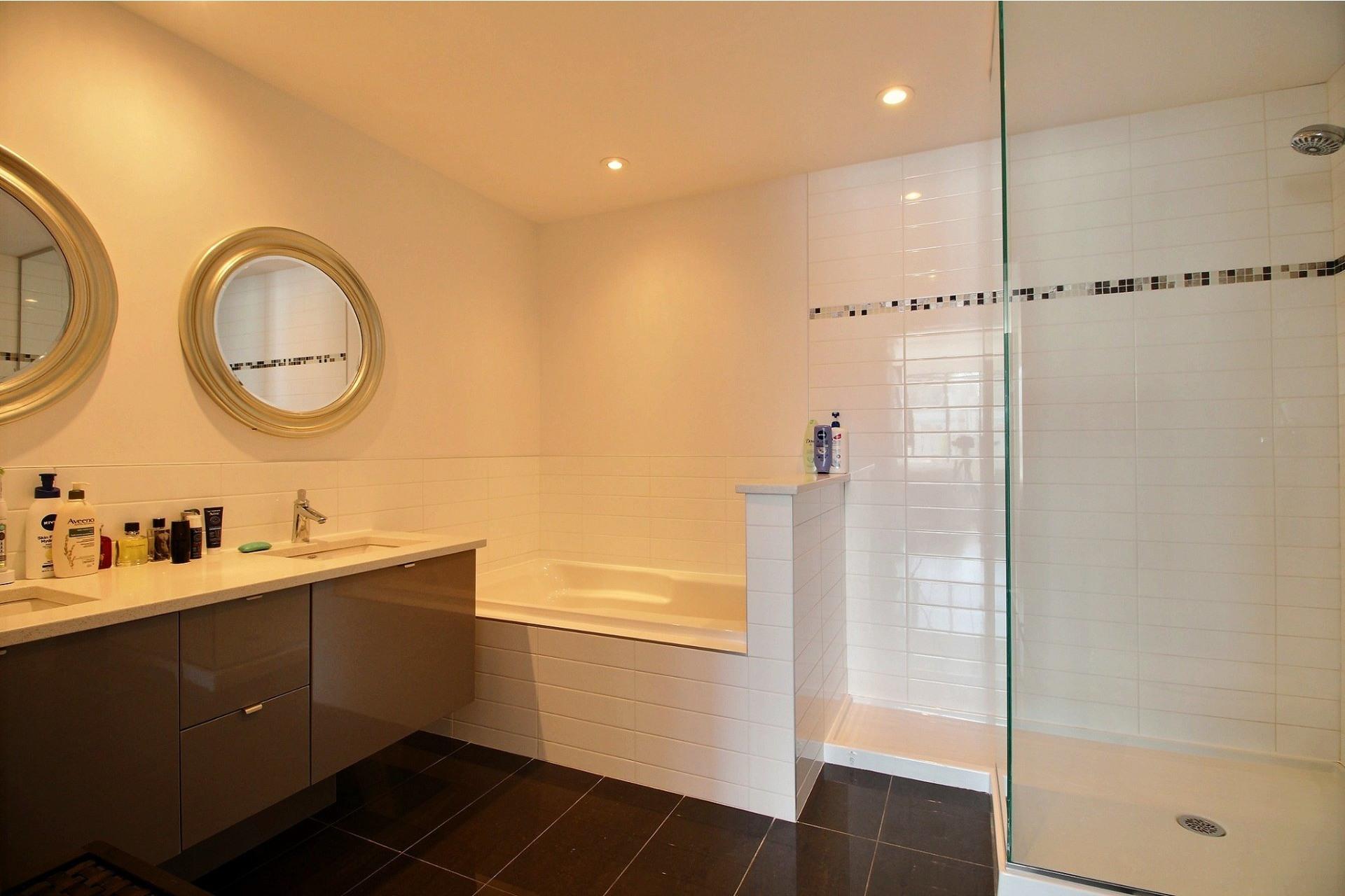image 20 - Apartment For rent Côte-des-Neiges/Notre-Dame-de-Grâce Montréal  - 4 rooms