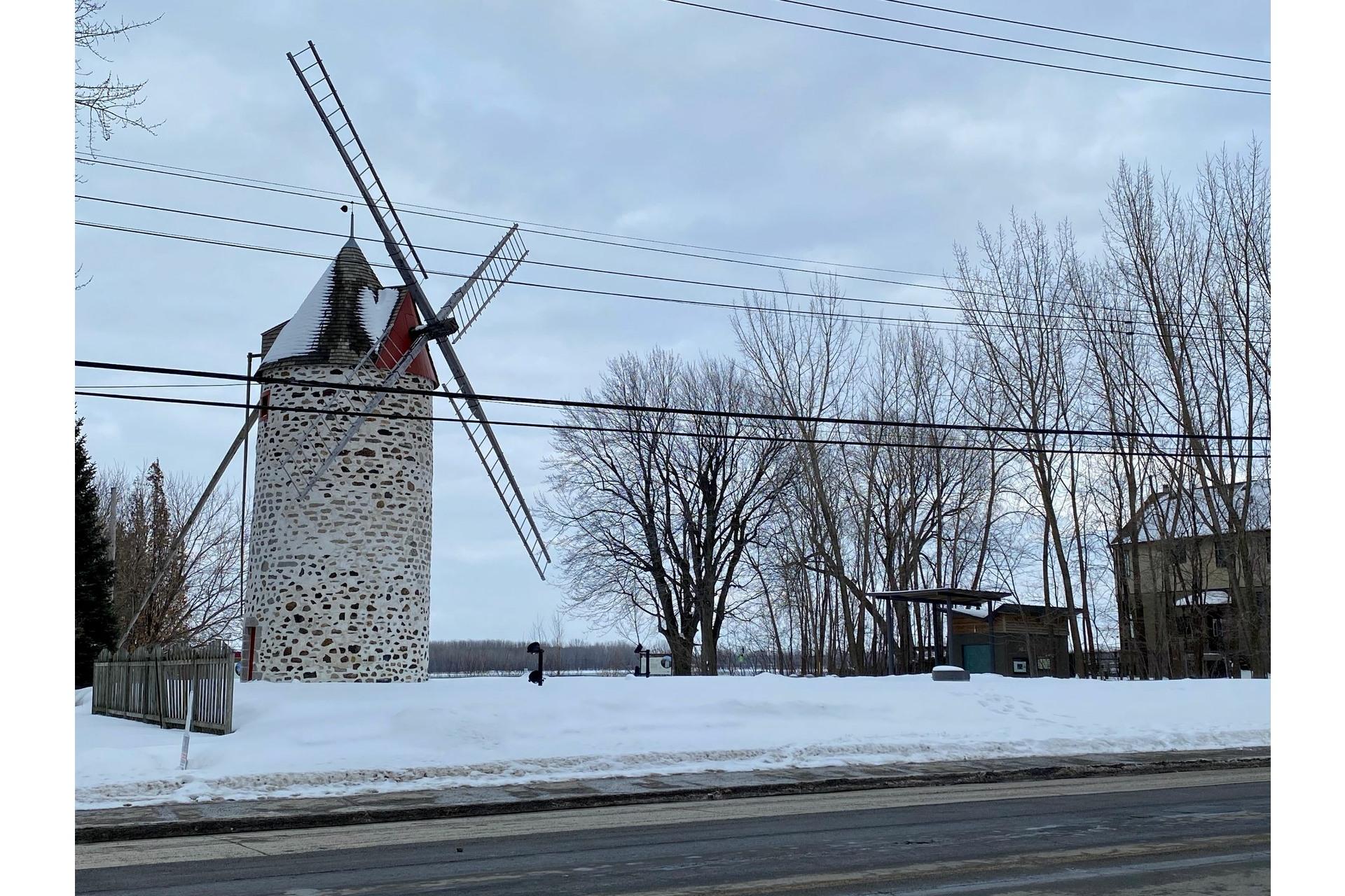 image 3 - Quadruplex For sale Rivière-des-Prairies/Pointe-aux-Trembles Montréal  - 4 rooms