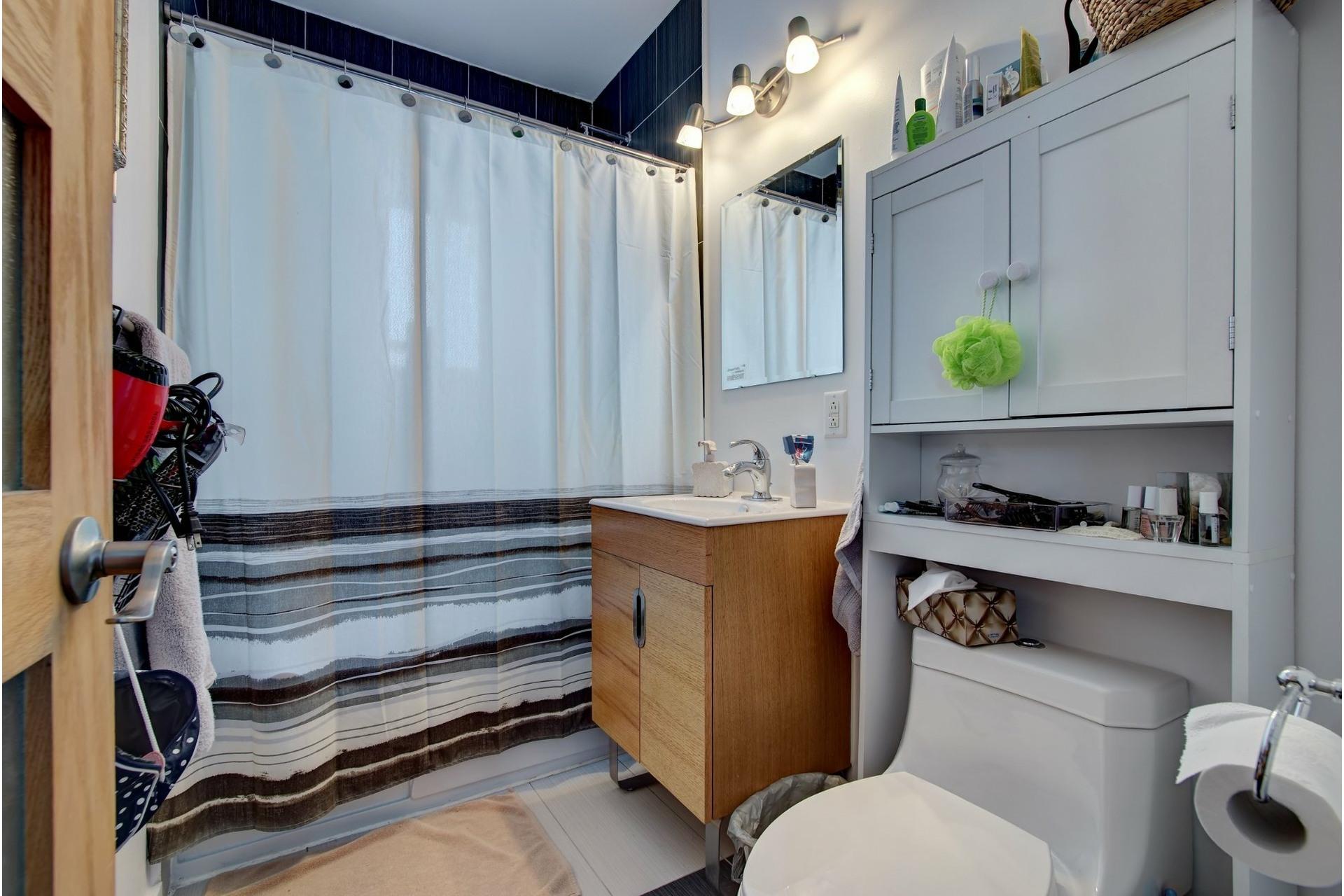 image 9 - Quadruplex For sale Rivière-des-Prairies/Pointe-aux-Trembles Montréal  - 4 rooms