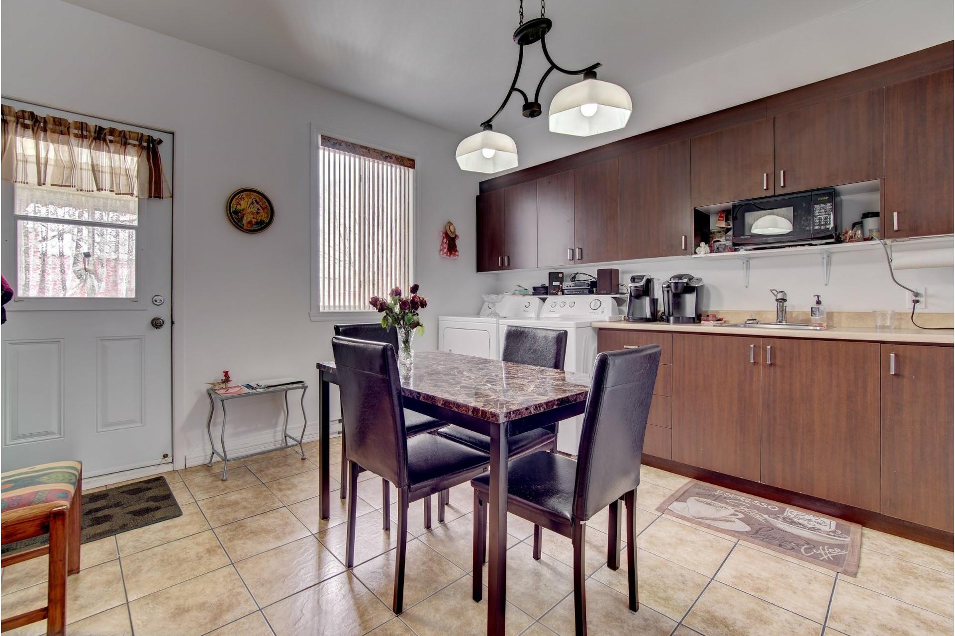 image 11 - Quadruplex For sale Rivière-des-Prairies/Pointe-aux-Trembles Montréal  - 4 rooms