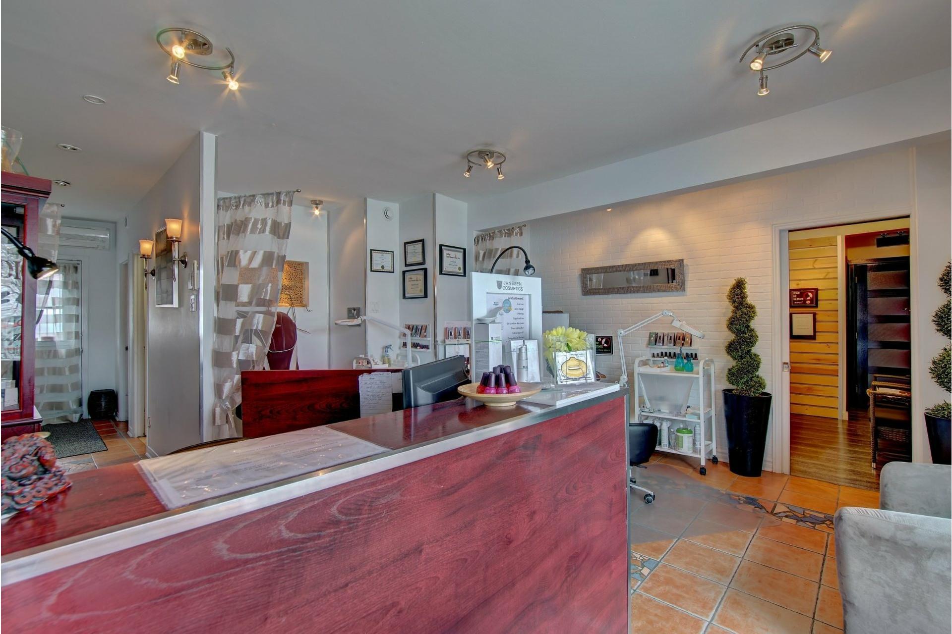 image 23 - Quadruplex For sale Rivière-des-Prairies/Pointe-aux-Trembles Montréal  - 4 rooms