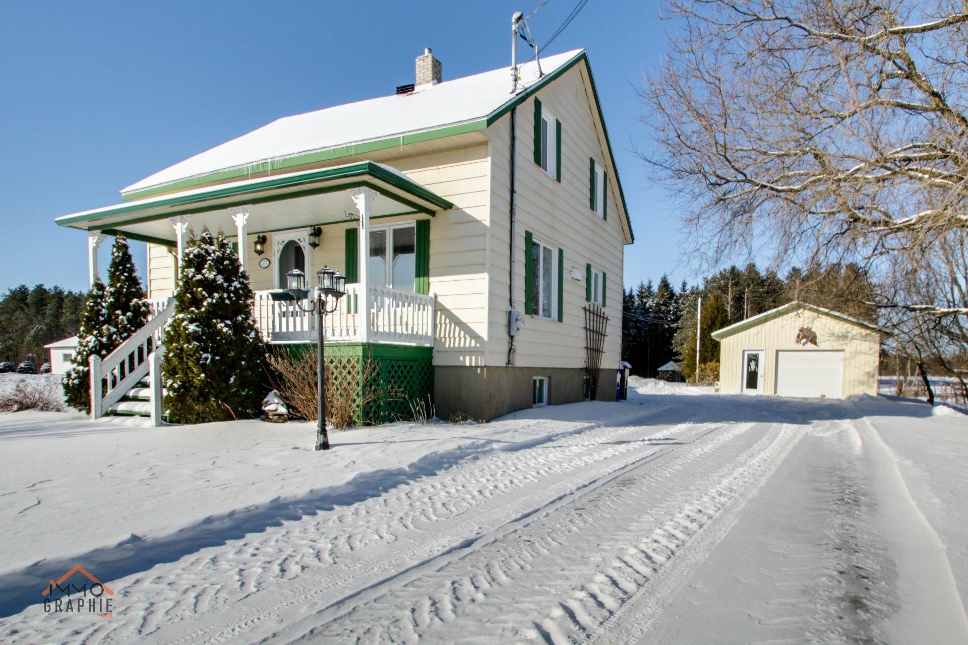 image 1 - Farmhouse For sale Sainte-Marie-de-Blandford - 8 rooms