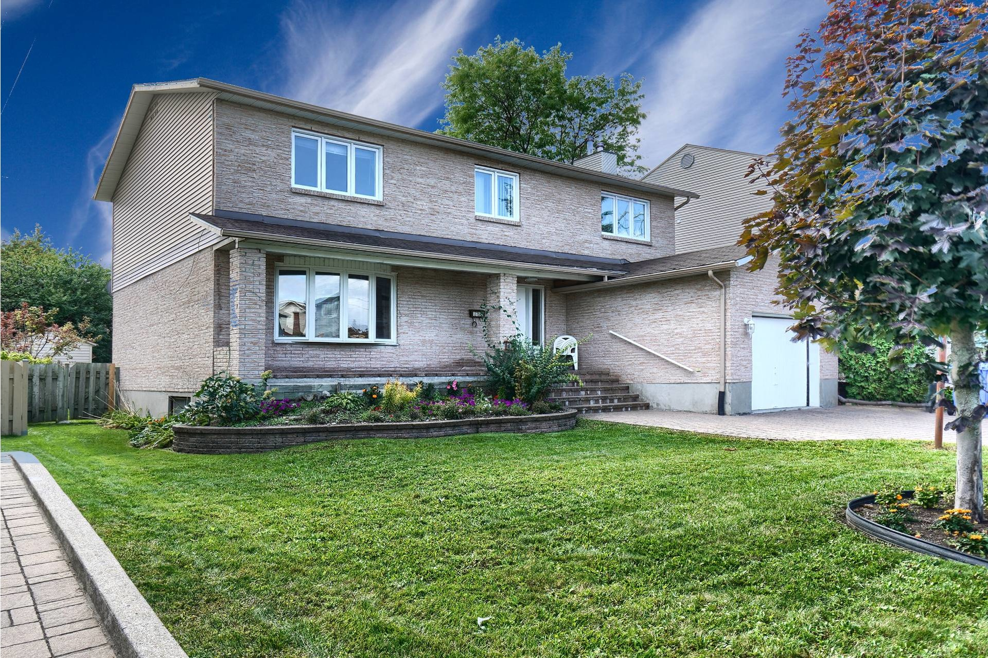 image 1 - House For sale Brossard - 14 rooms