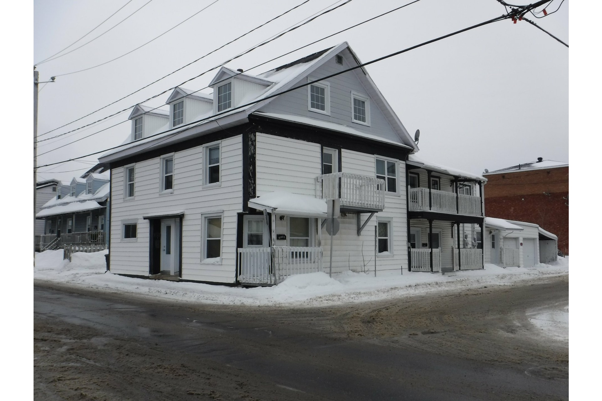 image 0 - Quintuplex For sale Trois-Rivières - 4 rooms