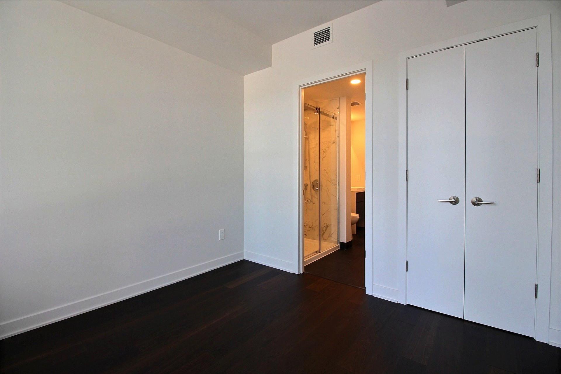 image 23 - Apartment For rent Ville-Marie Montréal  - 7 rooms