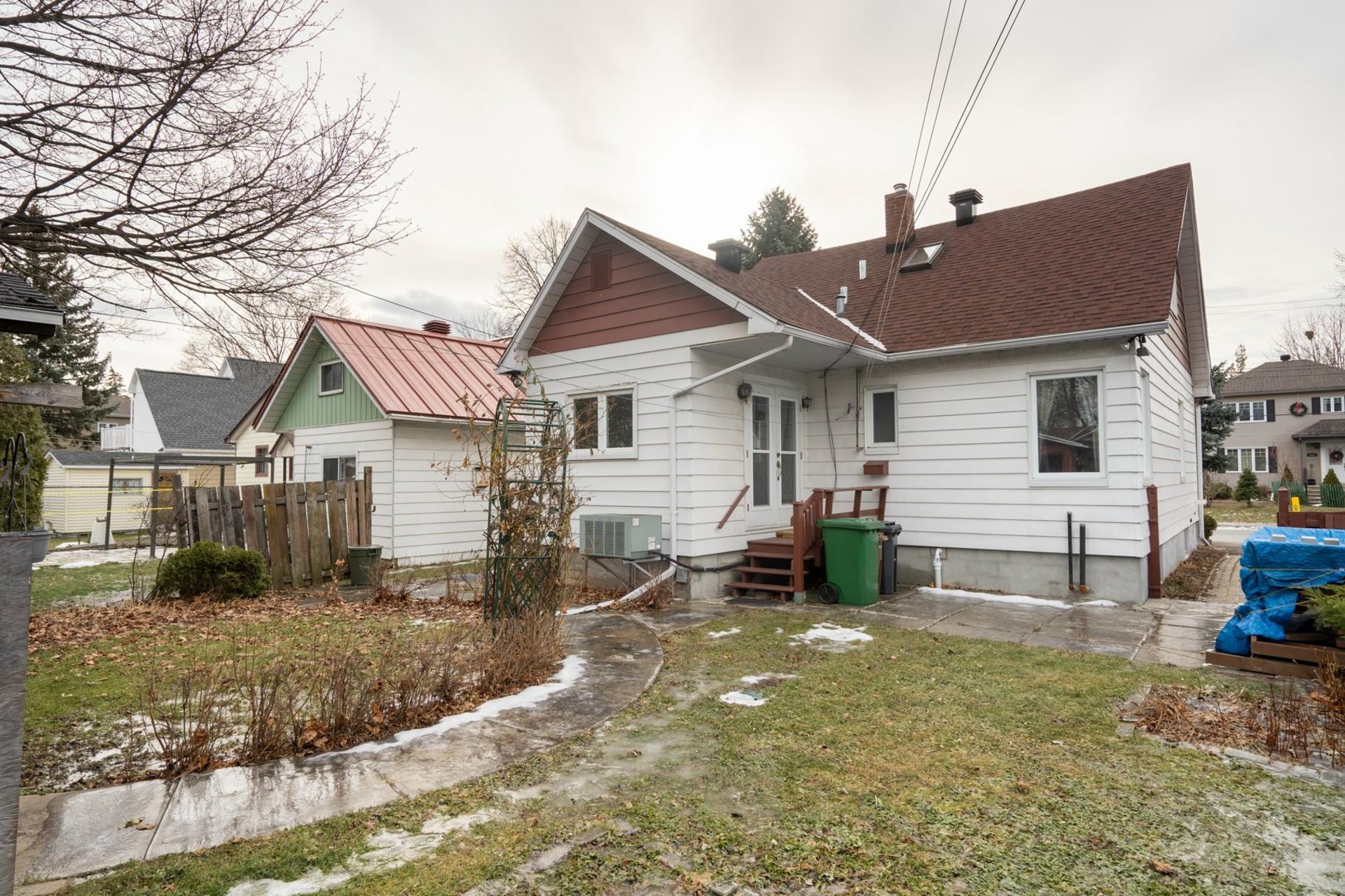 image 19 - House For sale Saint-Laurent Montréal  - 9 rooms