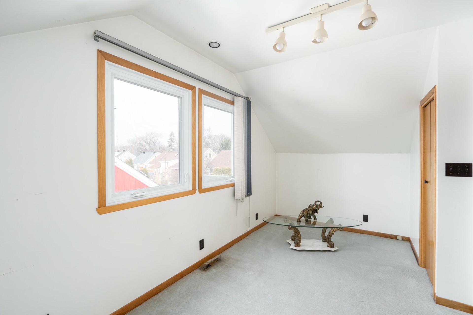 image 11 - House For sale Saint-Laurent Montréal  - 9 rooms