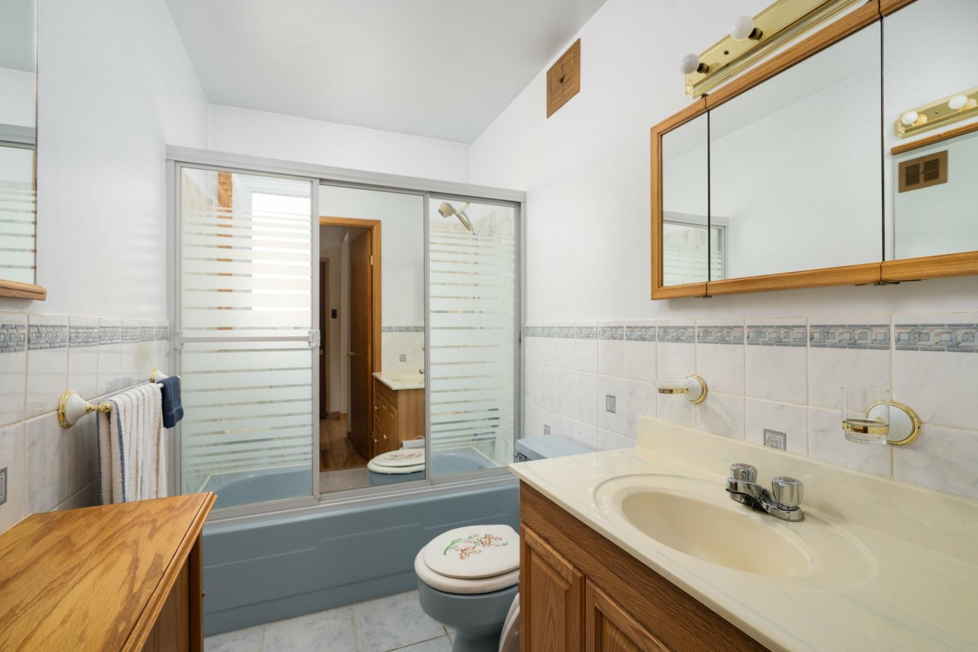 image 8 - House For sale Saint-Laurent Montréal  - 9 rooms
